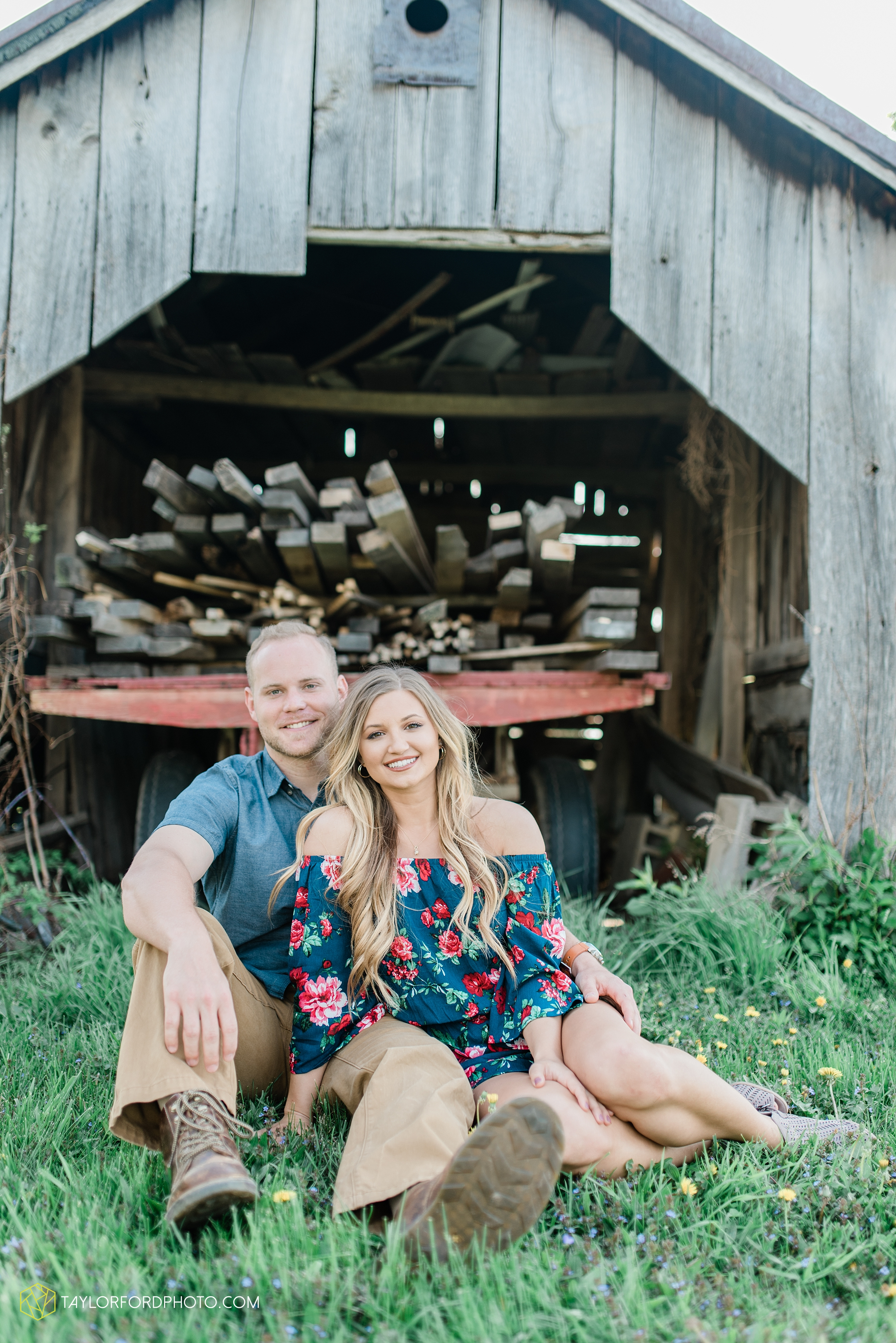 van-wert-ohio-spring-farm-engagement-photographer-photographer-Taylor-Ford-Photography_7089.jpg
