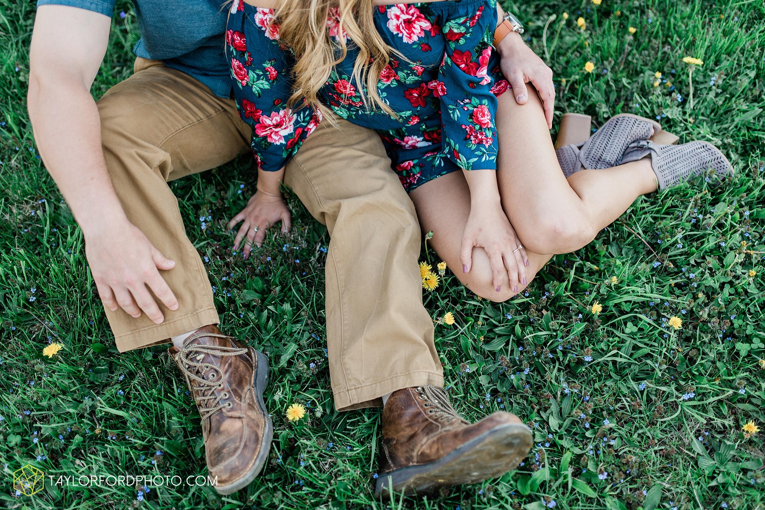 van-wert-ohio-spring-farm-engagement-photographer-photographer-Taylor-Ford-Photography_7091.jpg