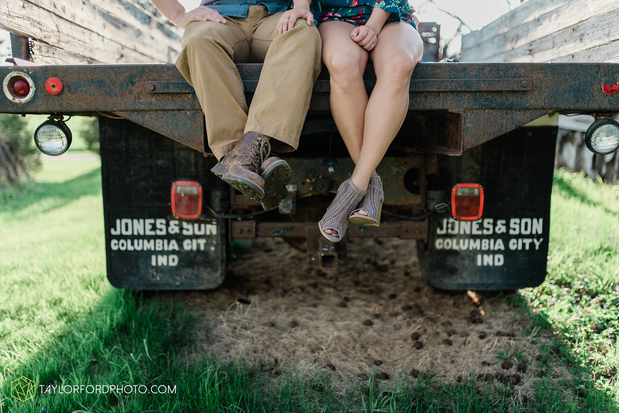 van-wert-ohio-spring-farm-engagement-photographer-photographer-Taylor-Ford-Photography_7097.jpg
