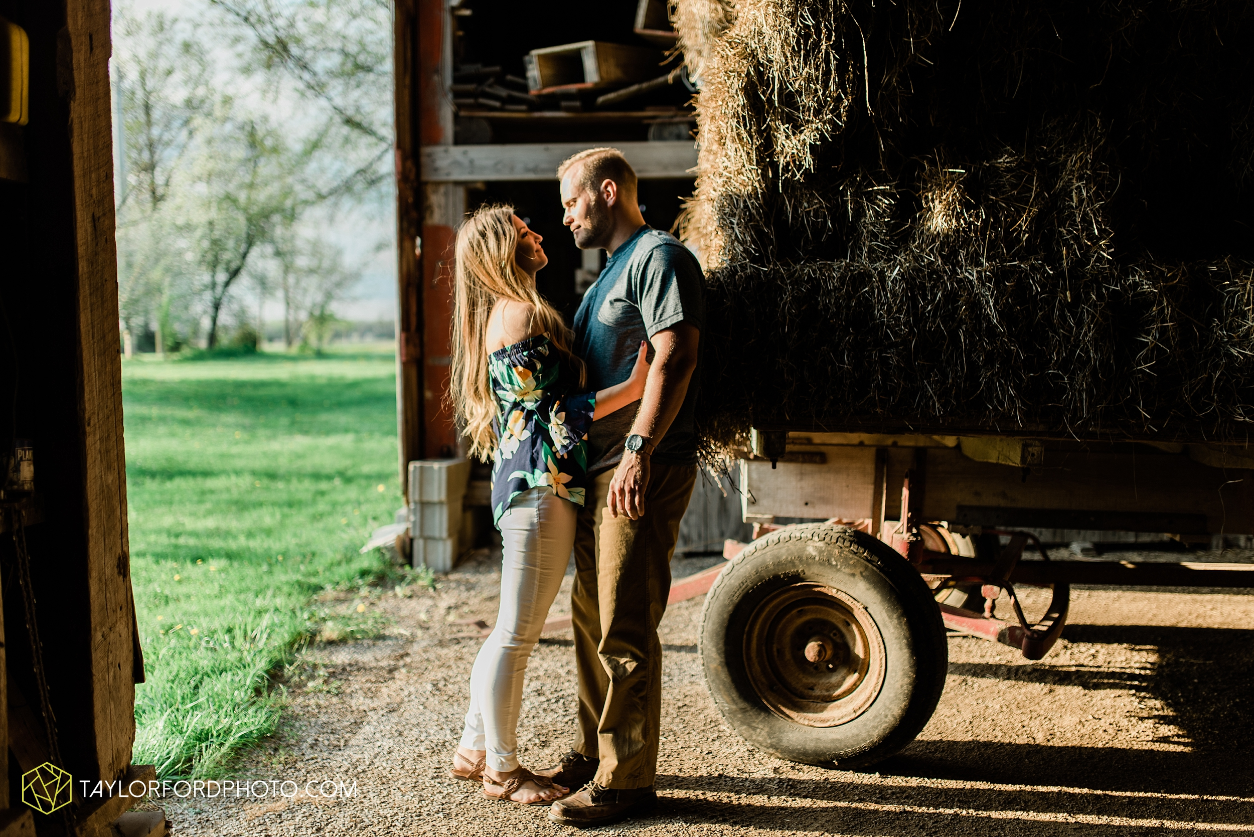 van-wert-ohio-spring-farm-engagement-photographer-photographer-Taylor-Ford-Photography_7105.jpg