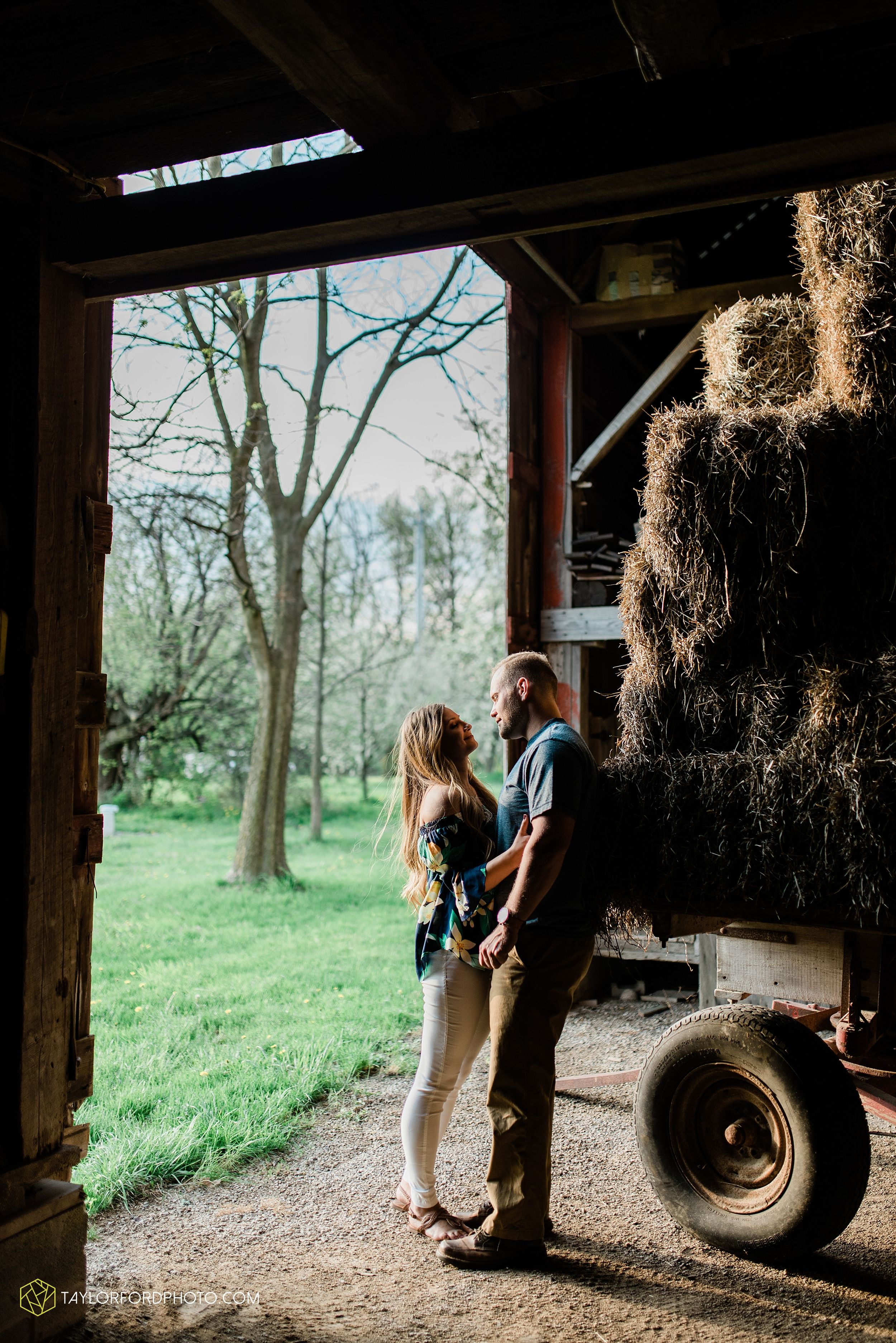 van-wert-ohio-spring-farm-engagement-photographer-photographer-Taylor-Ford-Photography_7106.jpg