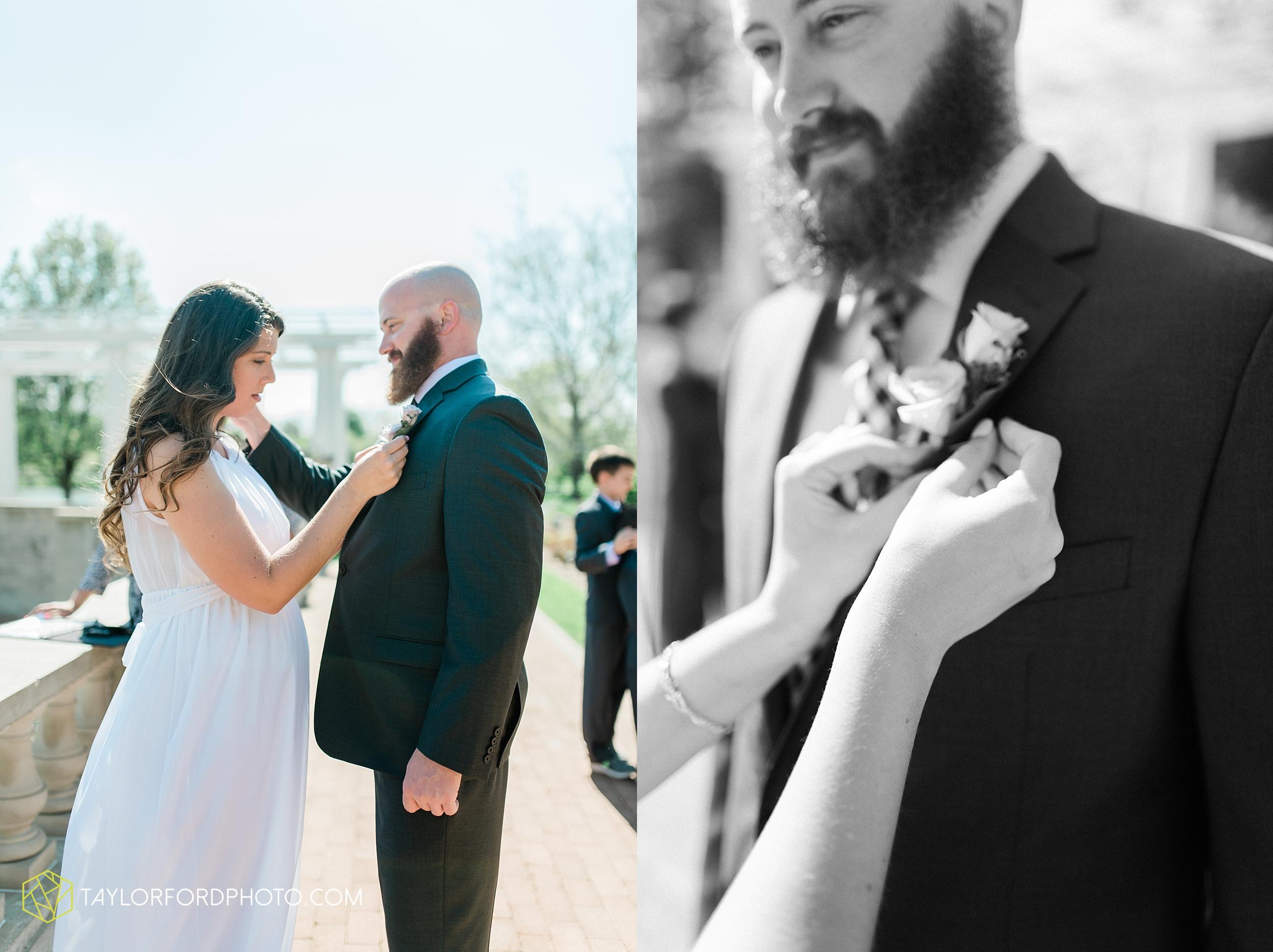 lakeside-rose-gardens-fort-wayne-indiana-elopement-wedding-photographer-Taylor-Ford-Photography_7137.jpg