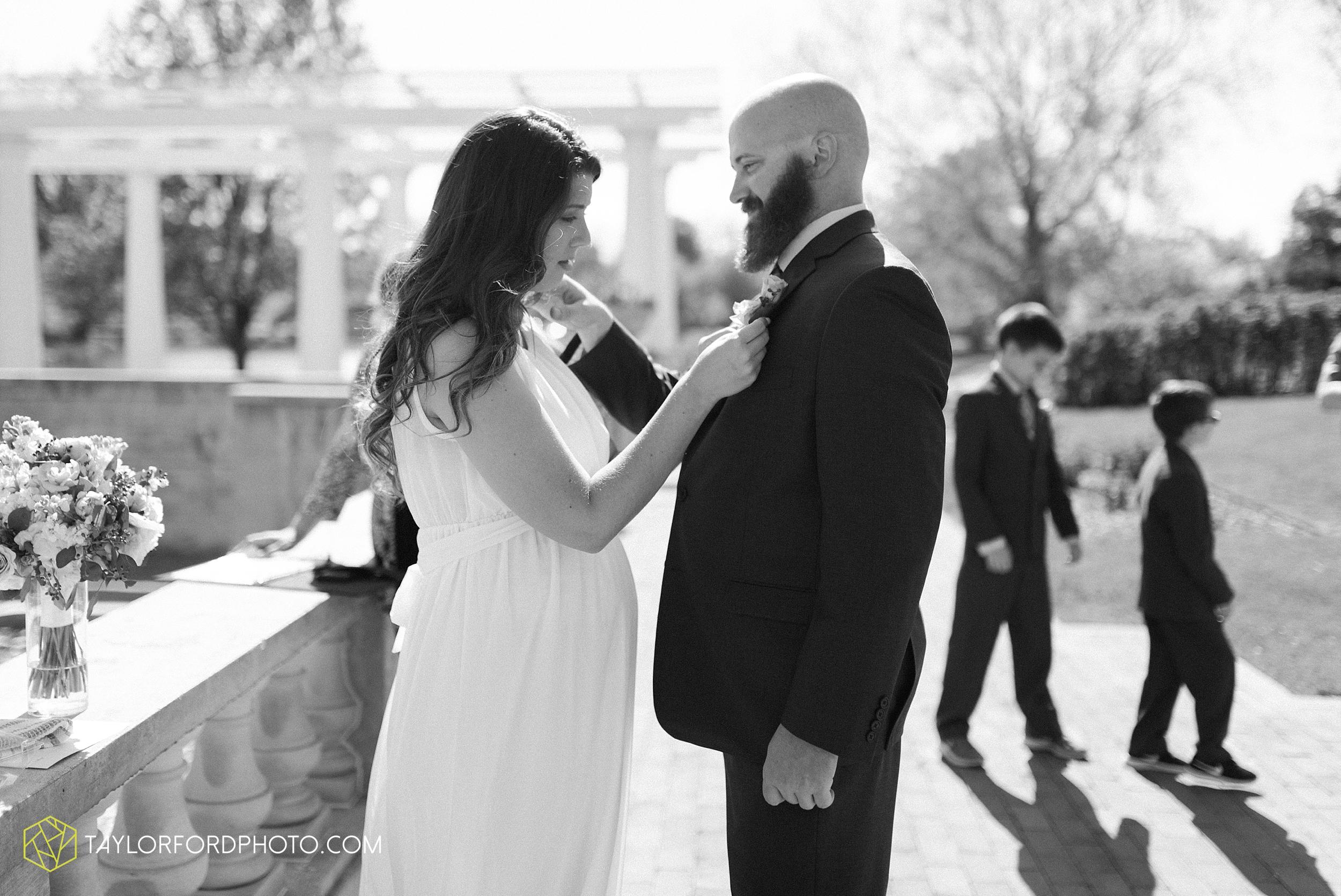 lakeside-rose-gardens-fort-wayne-indiana-elopement-wedding-photographer-Taylor-Ford-Photography_7136.jpg