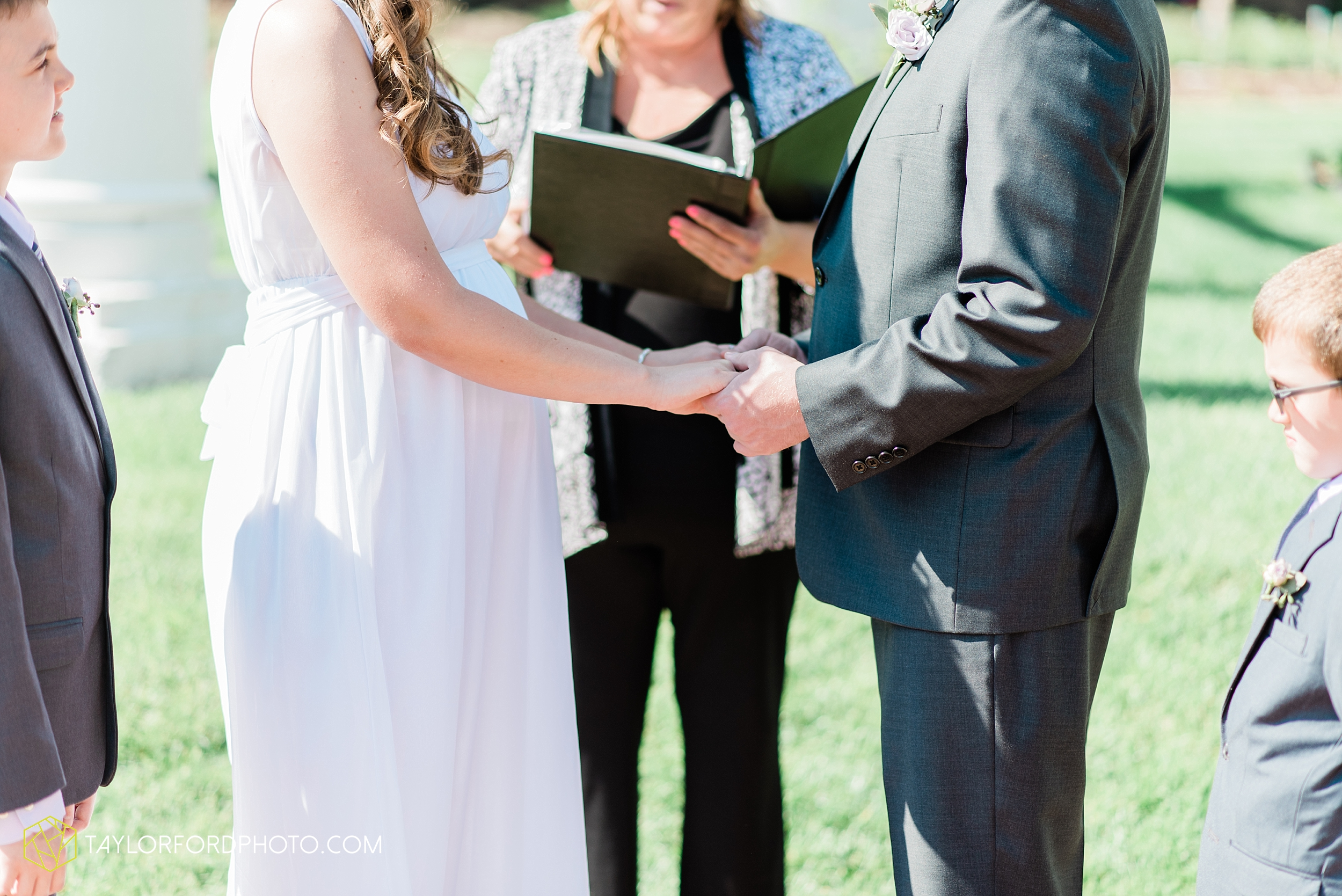 lakeside-rose-gardens-fort-wayne-indiana-elopement-wedding-photographer-Taylor-Ford-Photography_7140.jpg