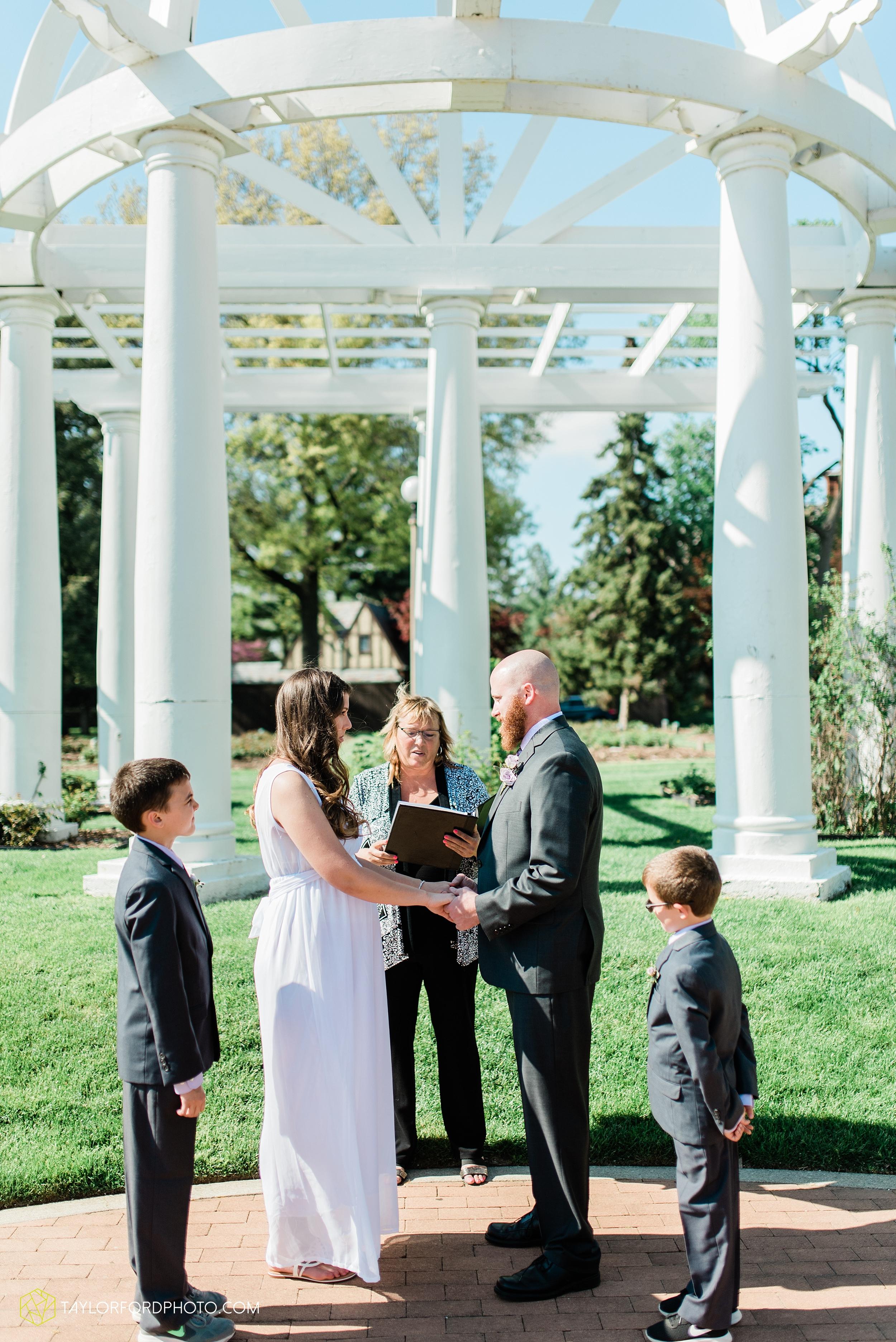 lakeside-rose-gardens-fort-wayne-indiana-elopement-wedding-photographer-Taylor-Ford-Photography_7139.jpg
