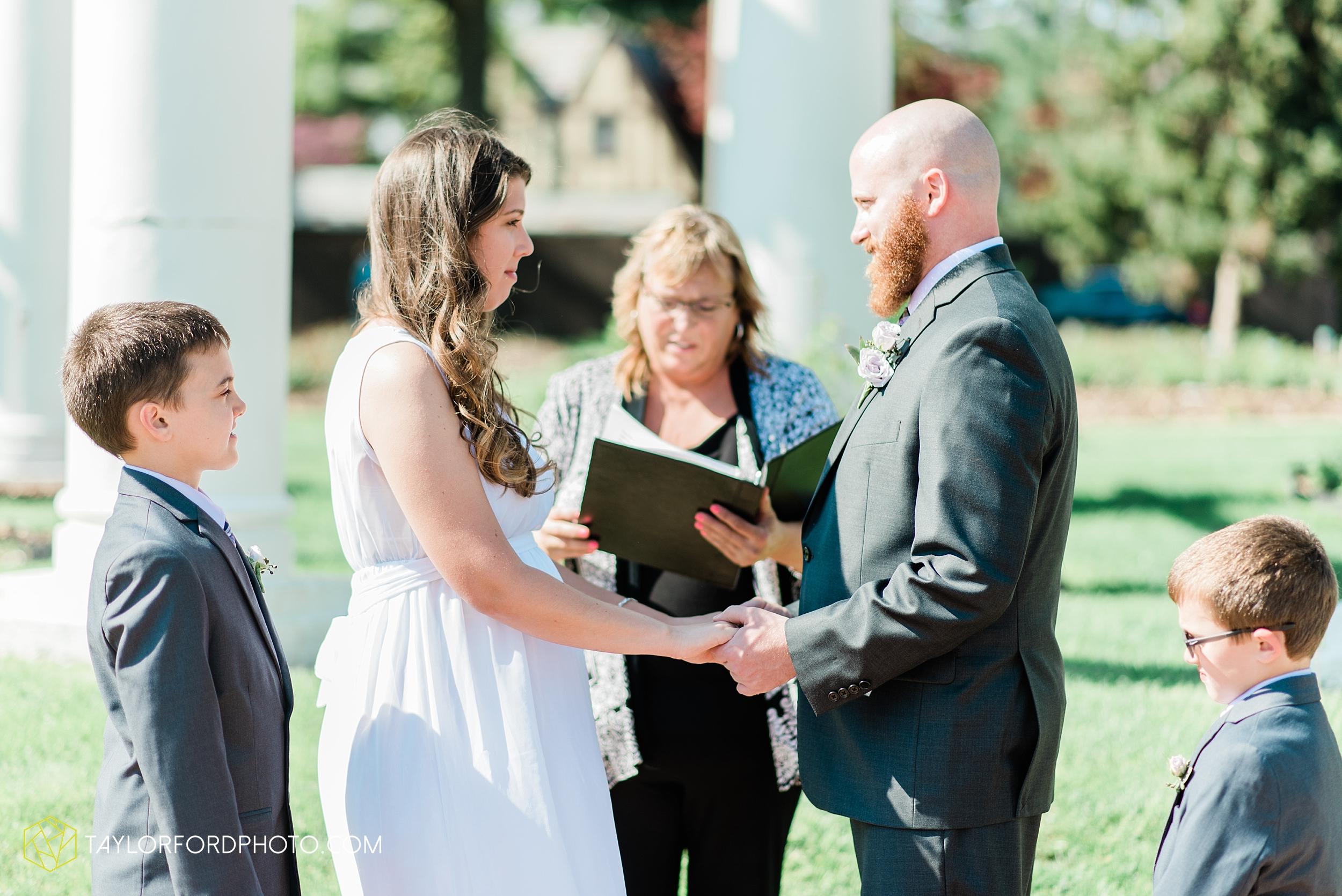 lakeside-rose-gardens-fort-wayne-indiana-elopement-wedding-photographer-Taylor-Ford-Photography_7141.jpg