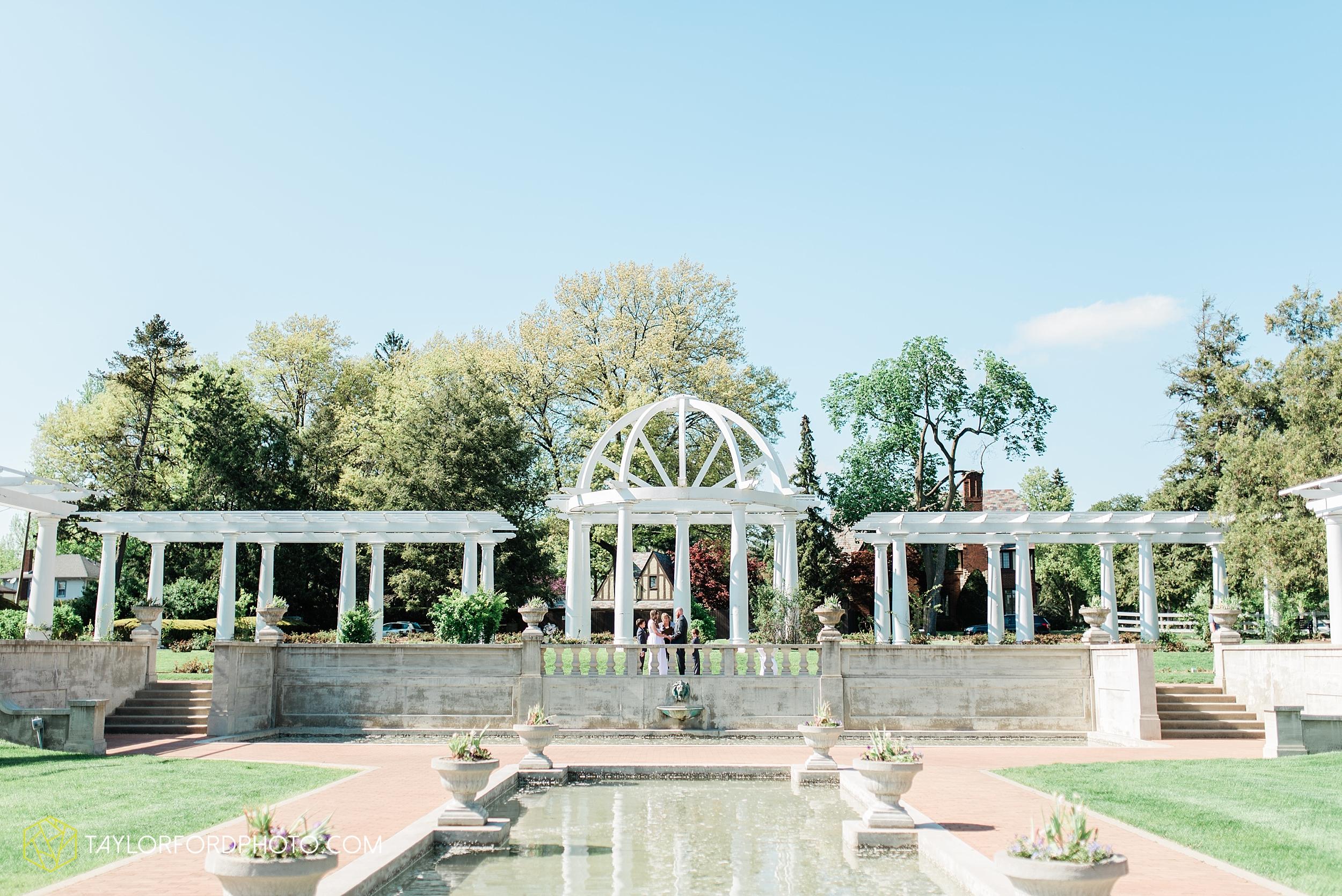 lakeside-rose-gardens-fort-wayne-indiana-elopement-wedding-photographer-Taylor-Ford-Photography_7143.jpg
