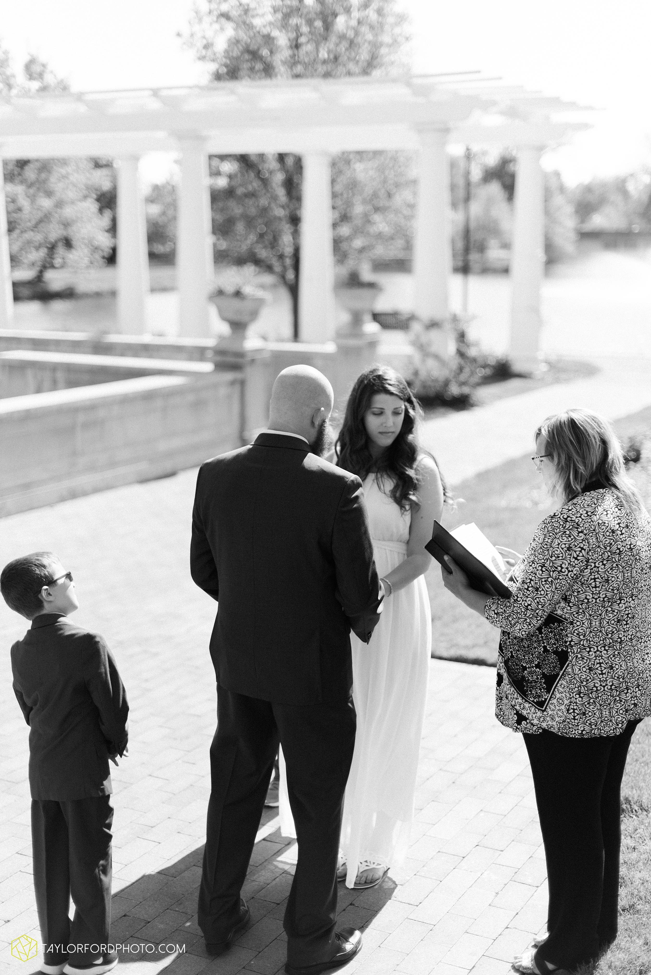 lakeside-rose-gardens-fort-wayne-indiana-elopement-wedding-photographer-Taylor-Ford-Photography_7145.jpg