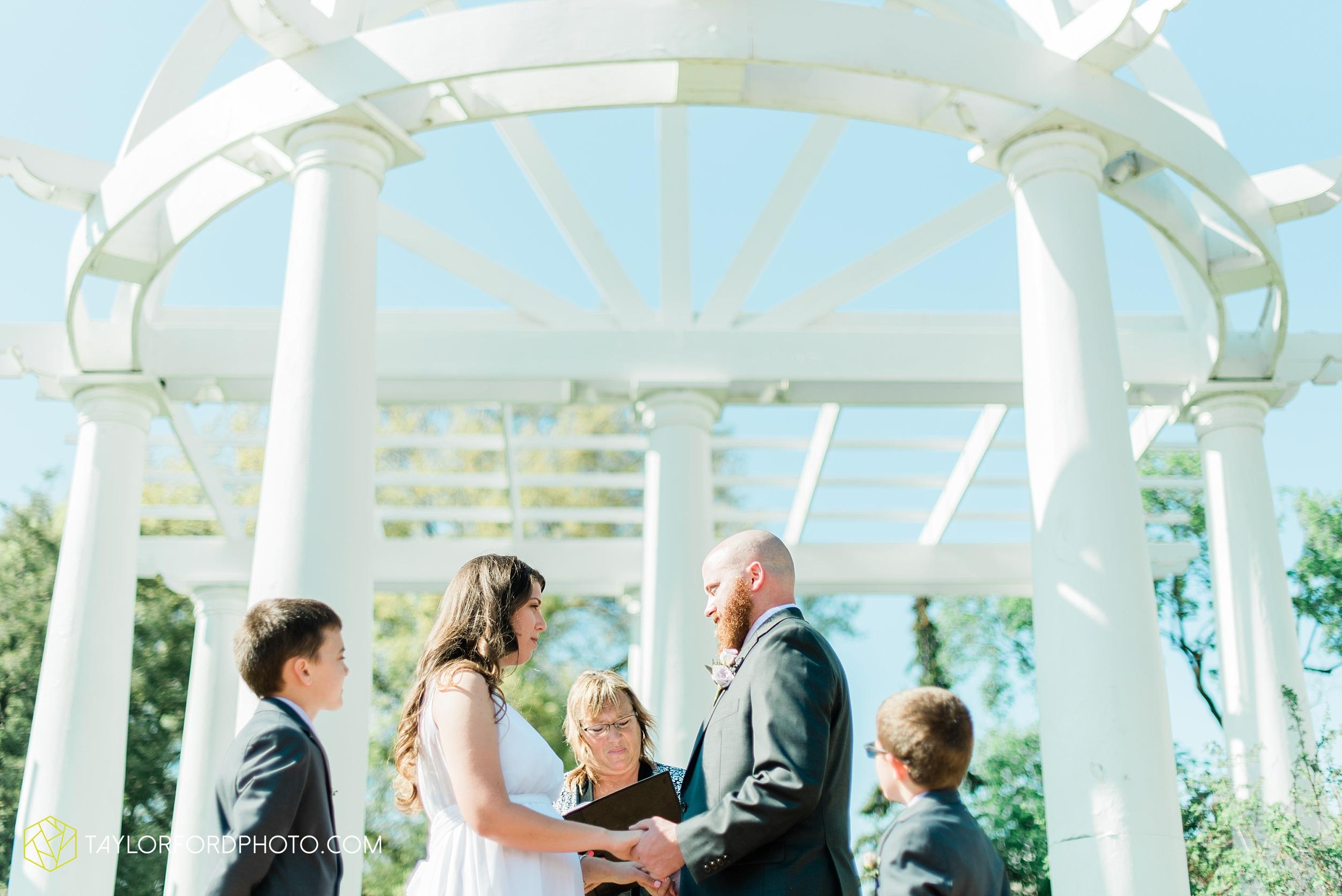 lakeside-rose-gardens-fort-wayne-indiana-elopement-wedding-photographer-Taylor-Ford-Photography_7148.jpg
