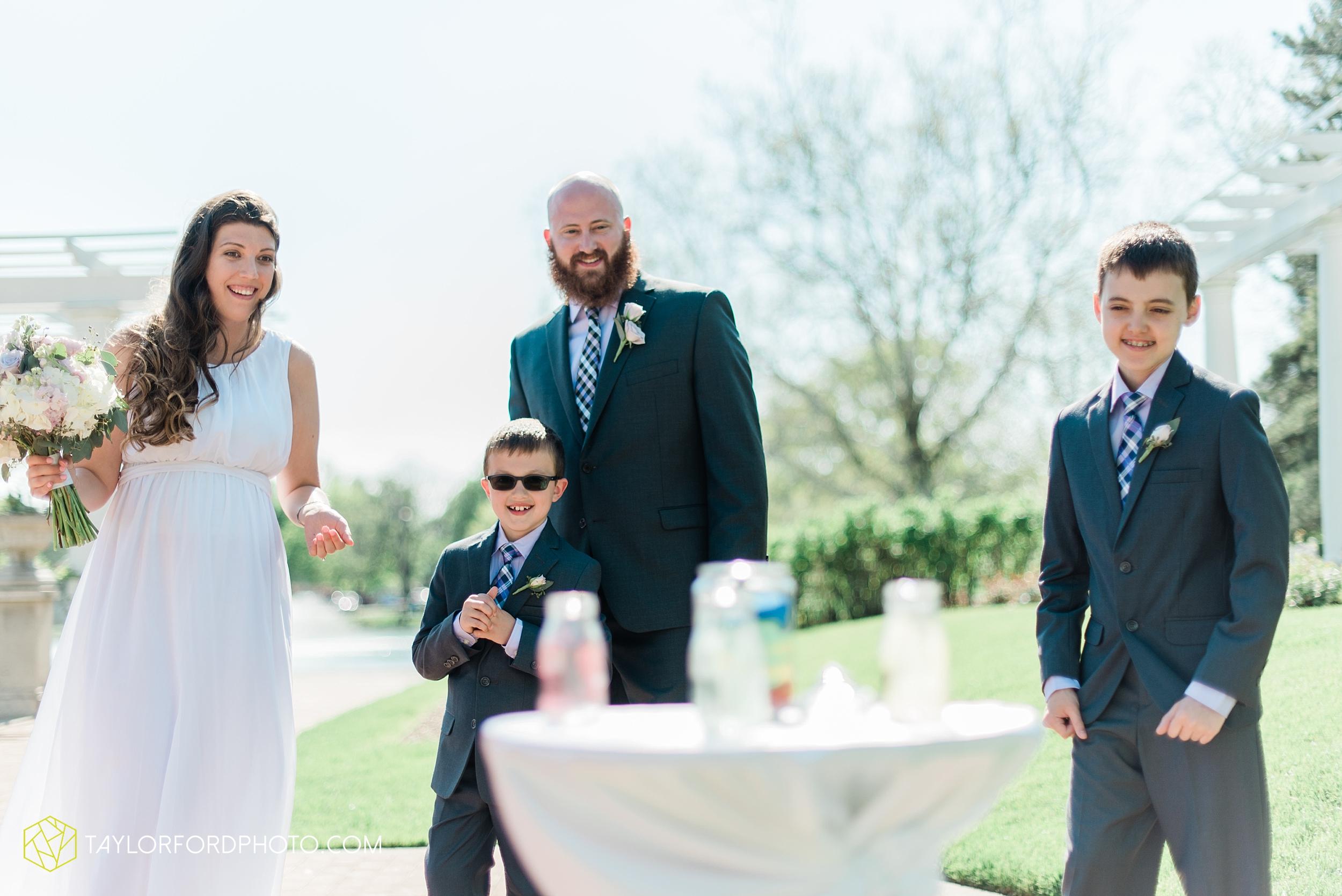 lakeside-rose-gardens-fort-wayne-indiana-elopement-wedding-photographer-Taylor-Ford-Photography_7150.jpg