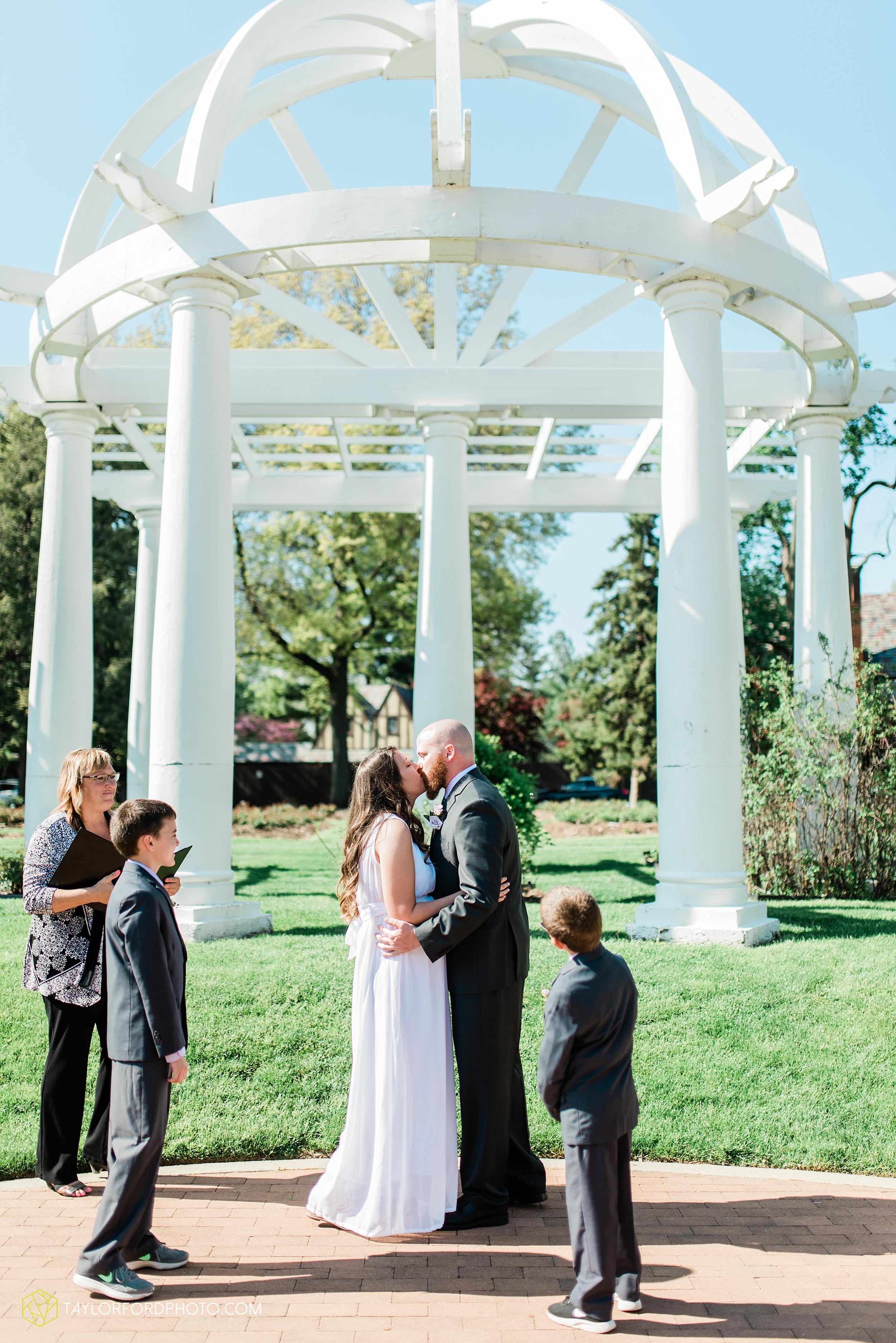lakeside-rose-gardens-fort-wayne-indiana-elopement-wedding-photographer-Taylor-Ford-Photography_7149.jpg