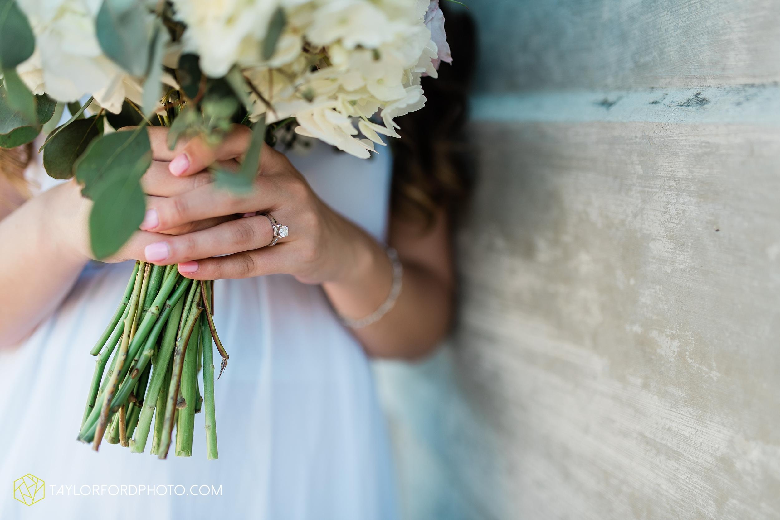lakeside-rose-gardens-fort-wayne-indiana-elopement-wedding-photographer-Taylor-Ford-Photography_7160.jpg