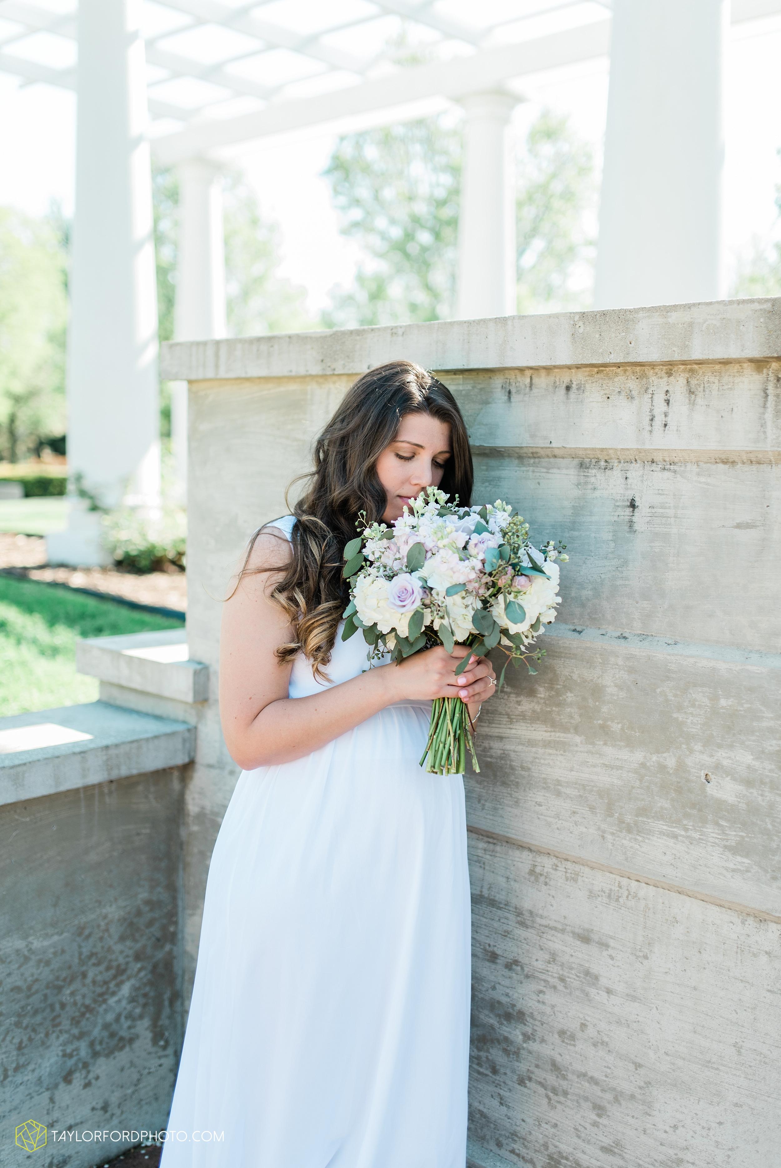lakeside-rose-gardens-fort-wayne-indiana-elopement-wedding-photographer-Taylor-Ford-Photography_7159.jpg