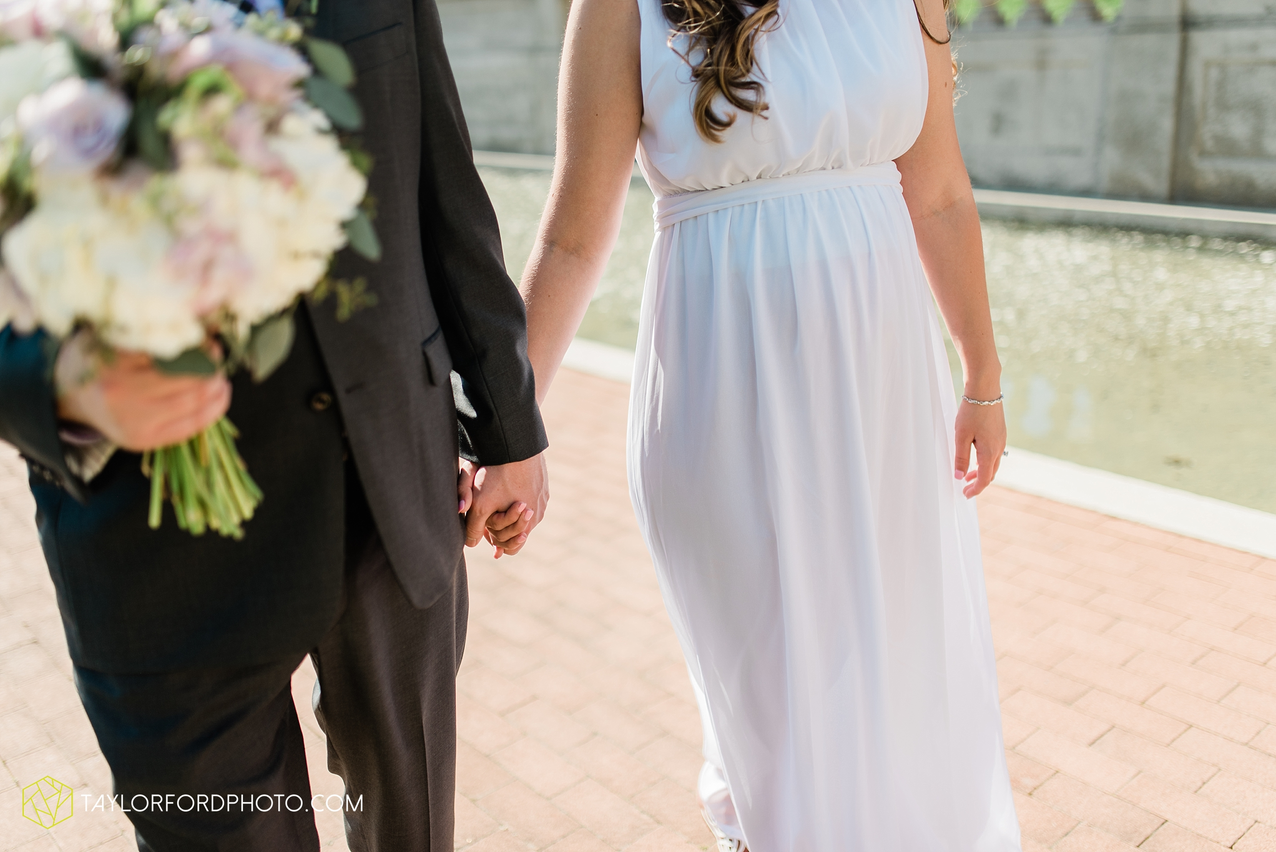 lakeside-rose-gardens-fort-wayne-indiana-elopement-wedding-photographer-Taylor-Ford-Photography_7170.jpg