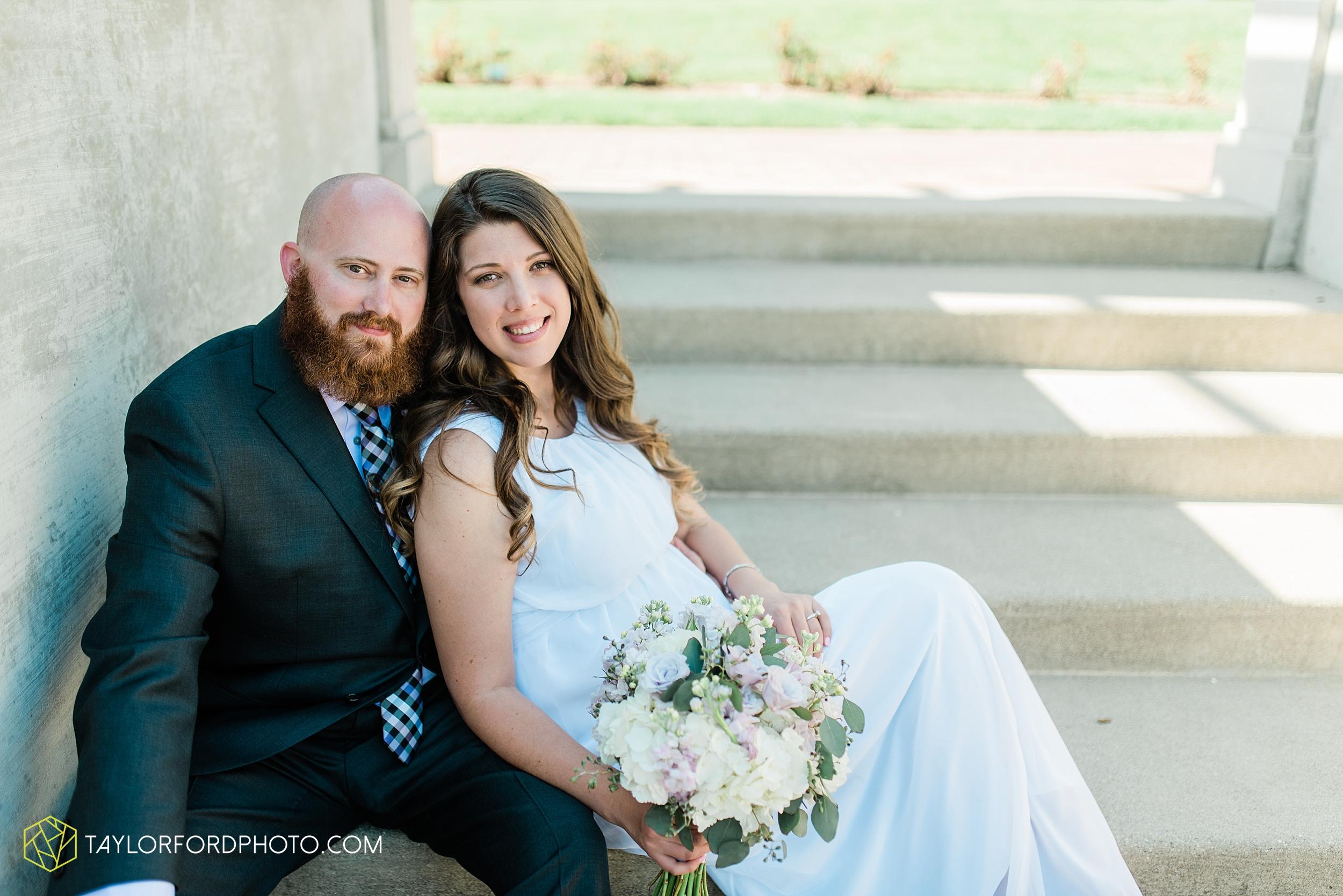 lakeside-rose-gardens-fort-wayne-indiana-elopement-wedding-photographer-Taylor-Ford-Photography_7171.jpg