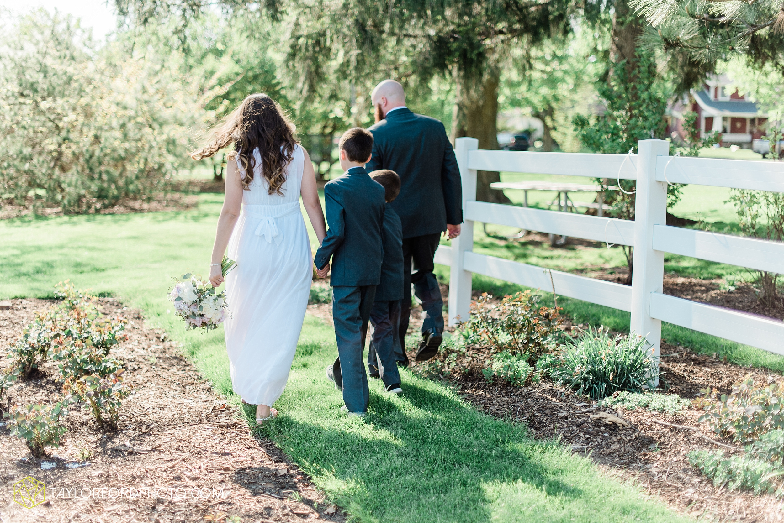 lakeside-rose-gardens-fort-wayne-indiana-elopement-wedding-photographer-Taylor-Ford-Photography_7176.jpg