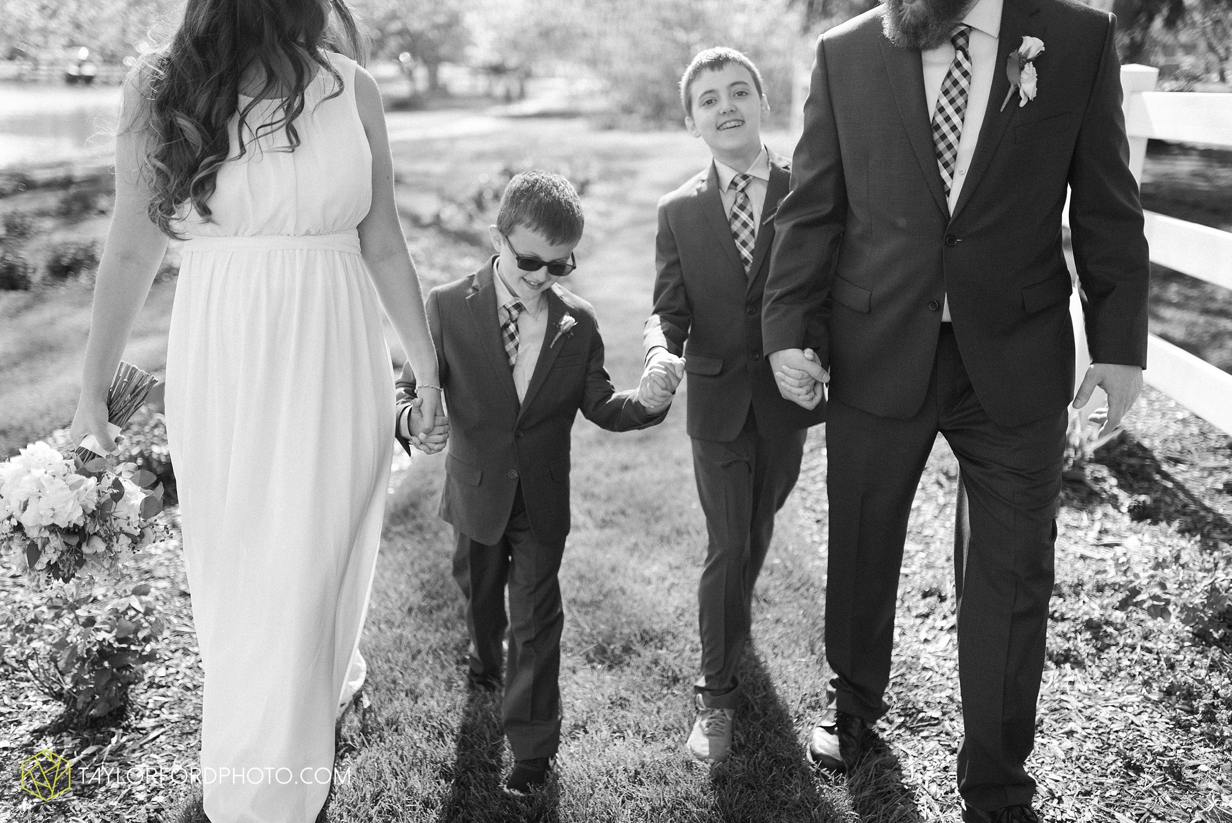 lakeside-rose-gardens-fort-wayne-indiana-elopement-wedding-photographer-Taylor-Ford-Photography_7178.jpg