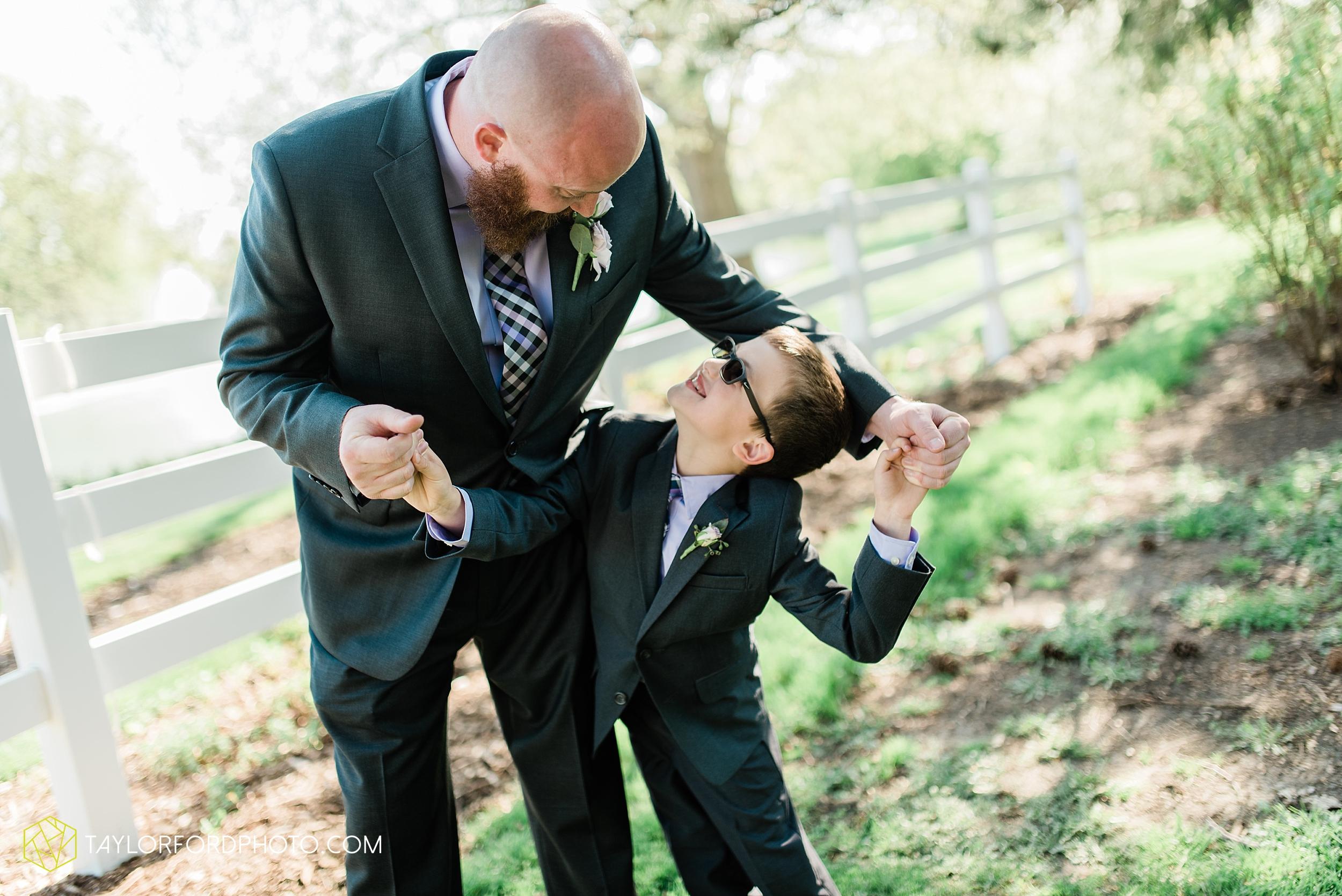 lakeside-rose-gardens-fort-wayne-indiana-elopement-wedding-photographer-Taylor-Ford-Photography_7186.jpg