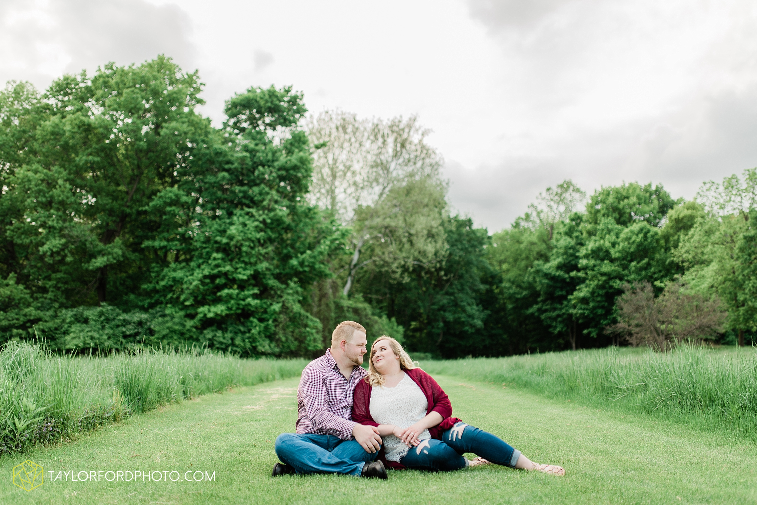 downtown-ipfw-fort-wayne-indiana-engagement-photographer-Taylor-Ford-Photography_7498.jpg