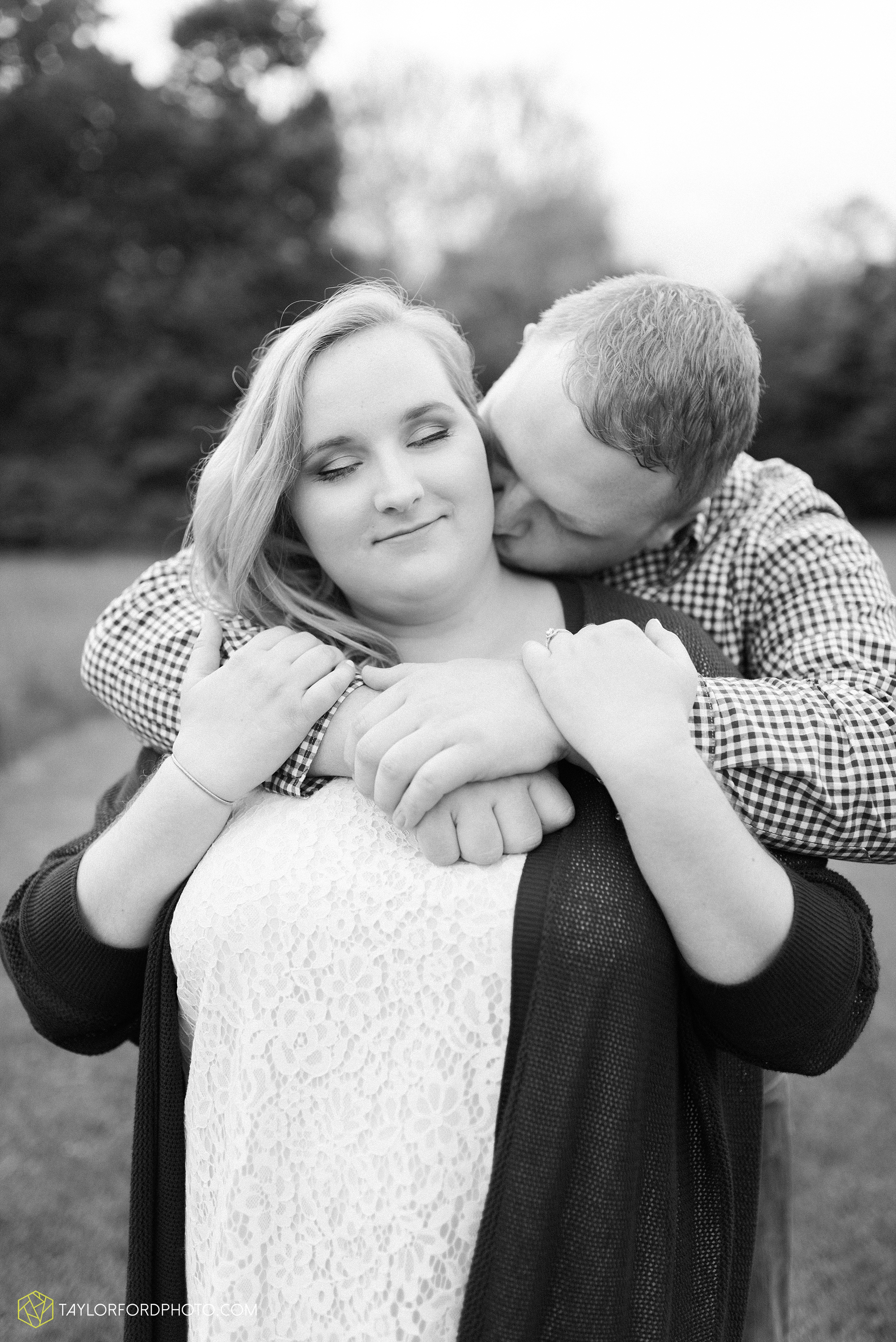 downtown-ipfw-fort-wayne-indiana-engagement-photographer-Taylor-Ford-Photography_7500.jpg