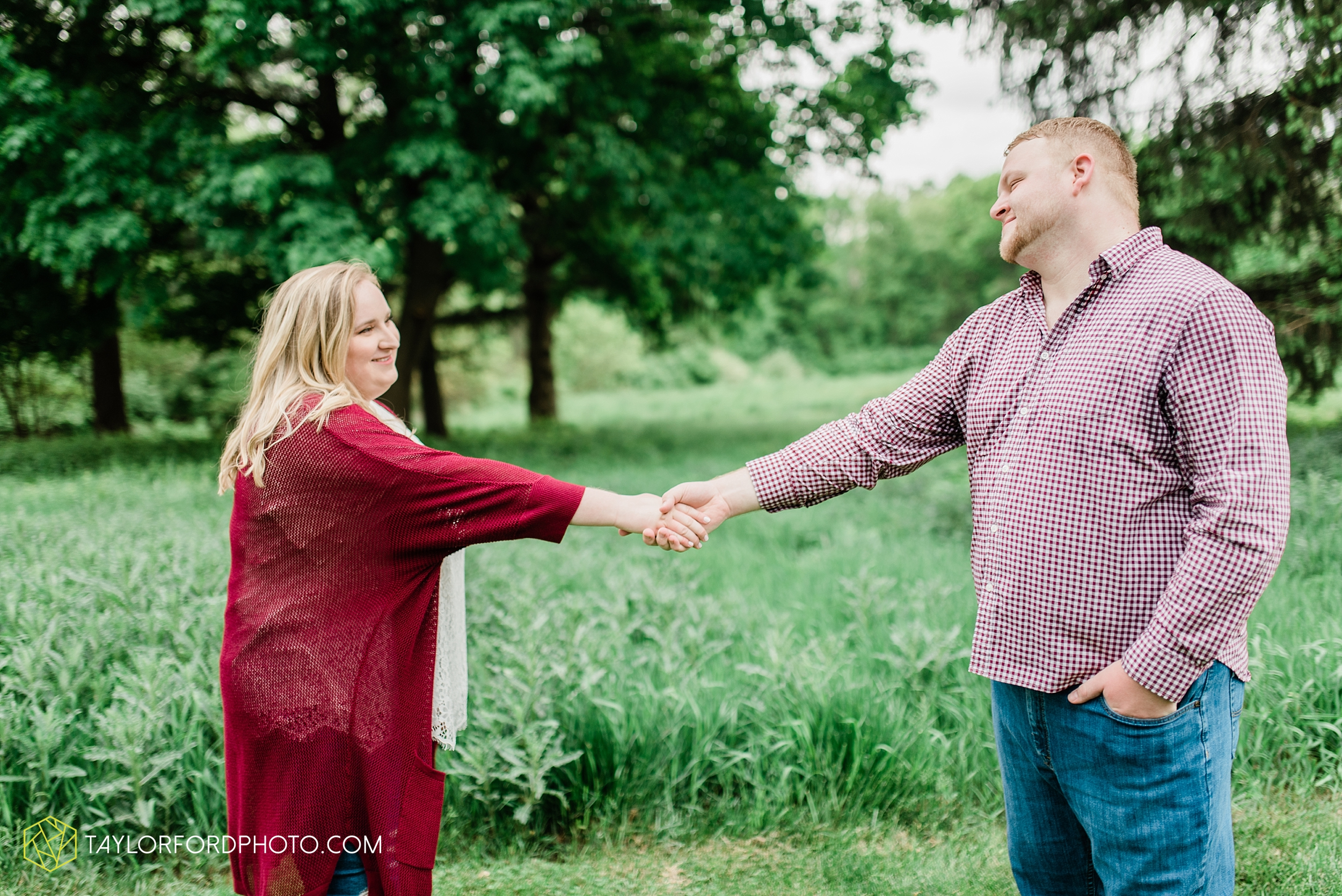downtown-ipfw-fort-wayne-indiana-engagement-photographer-Taylor-Ford-Photography_7505.jpg