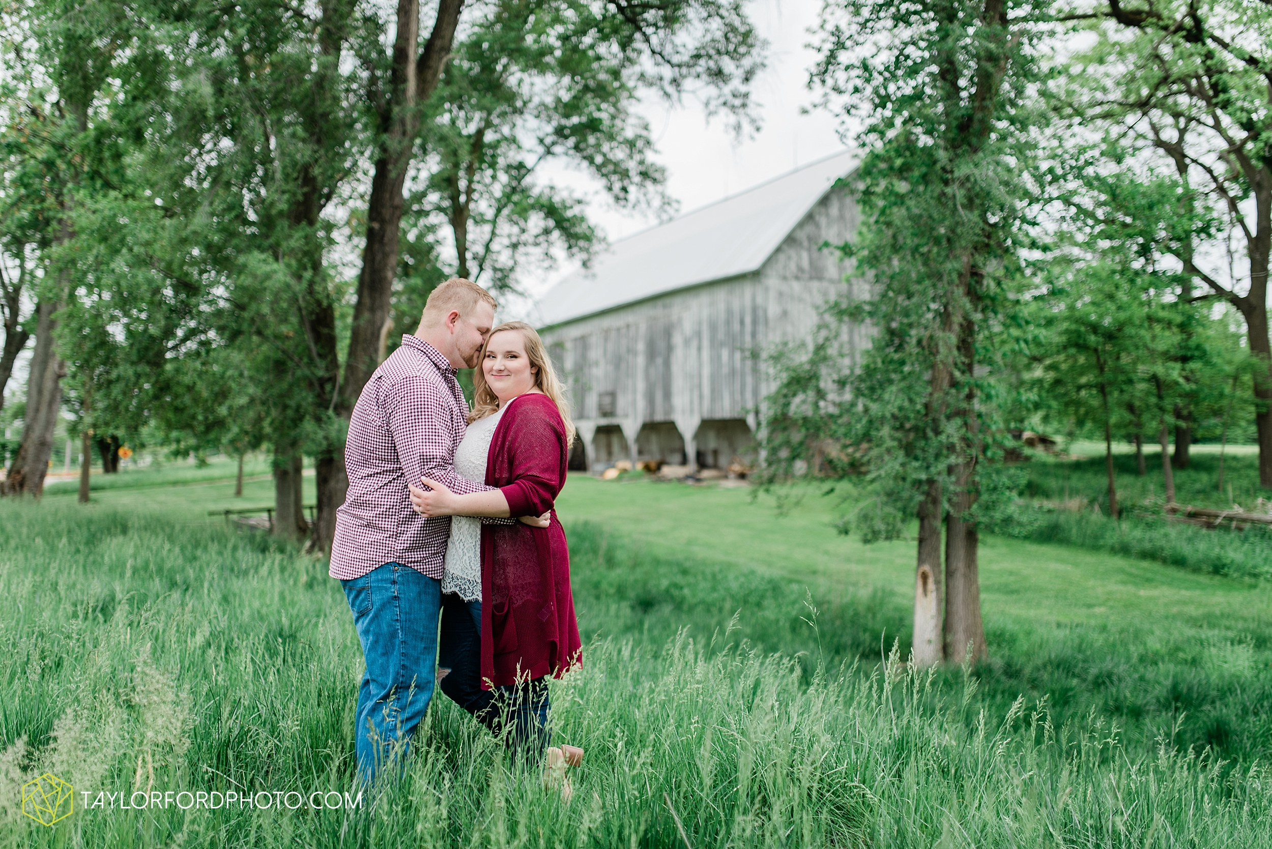 downtown-ipfw-fort-wayne-indiana-engagement-photographer-Taylor-Ford-Photography_7510.jpg