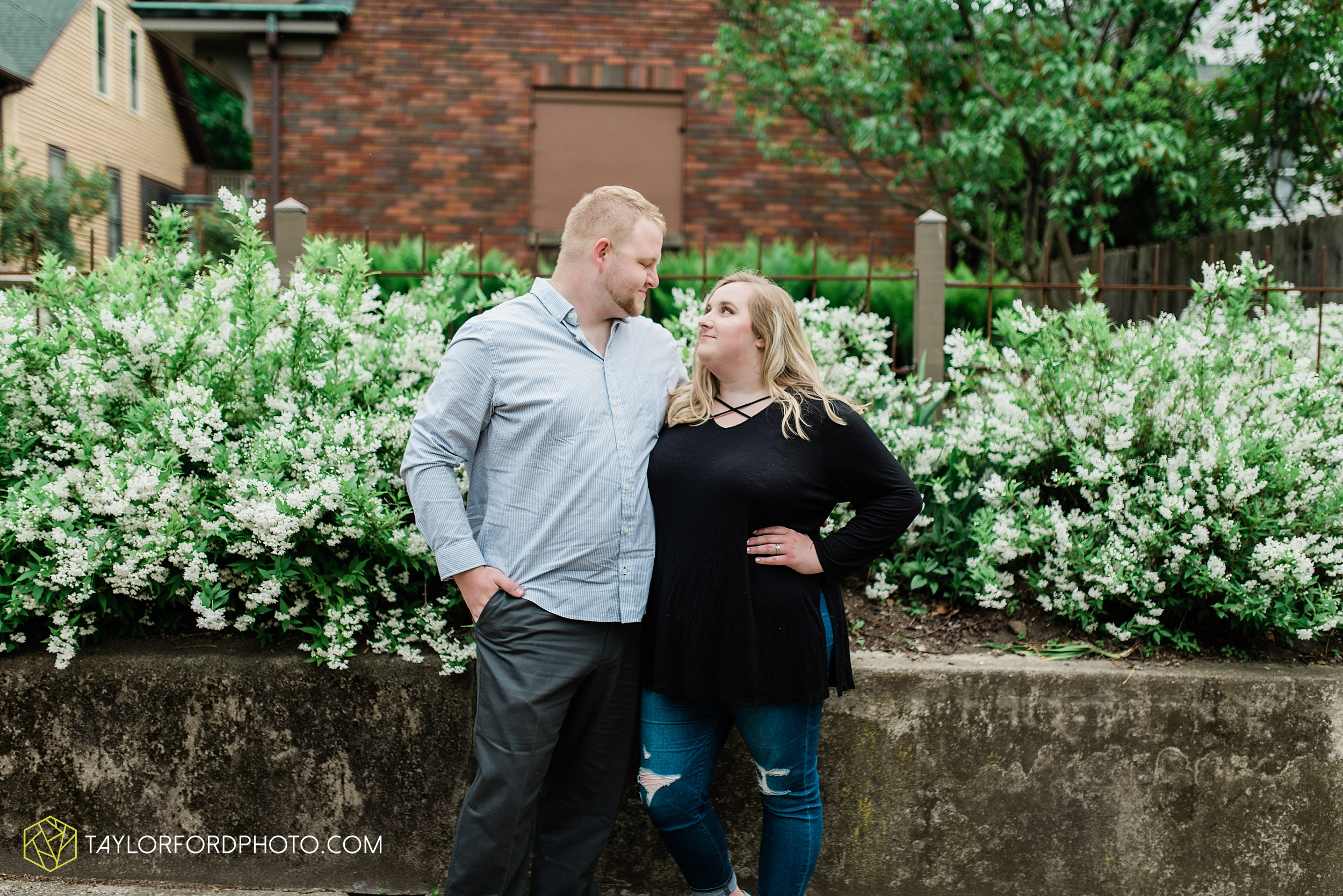 downtown-ipfw-fort-wayne-indiana-engagement-photographer-Taylor-Ford-Photography_7513.jpg