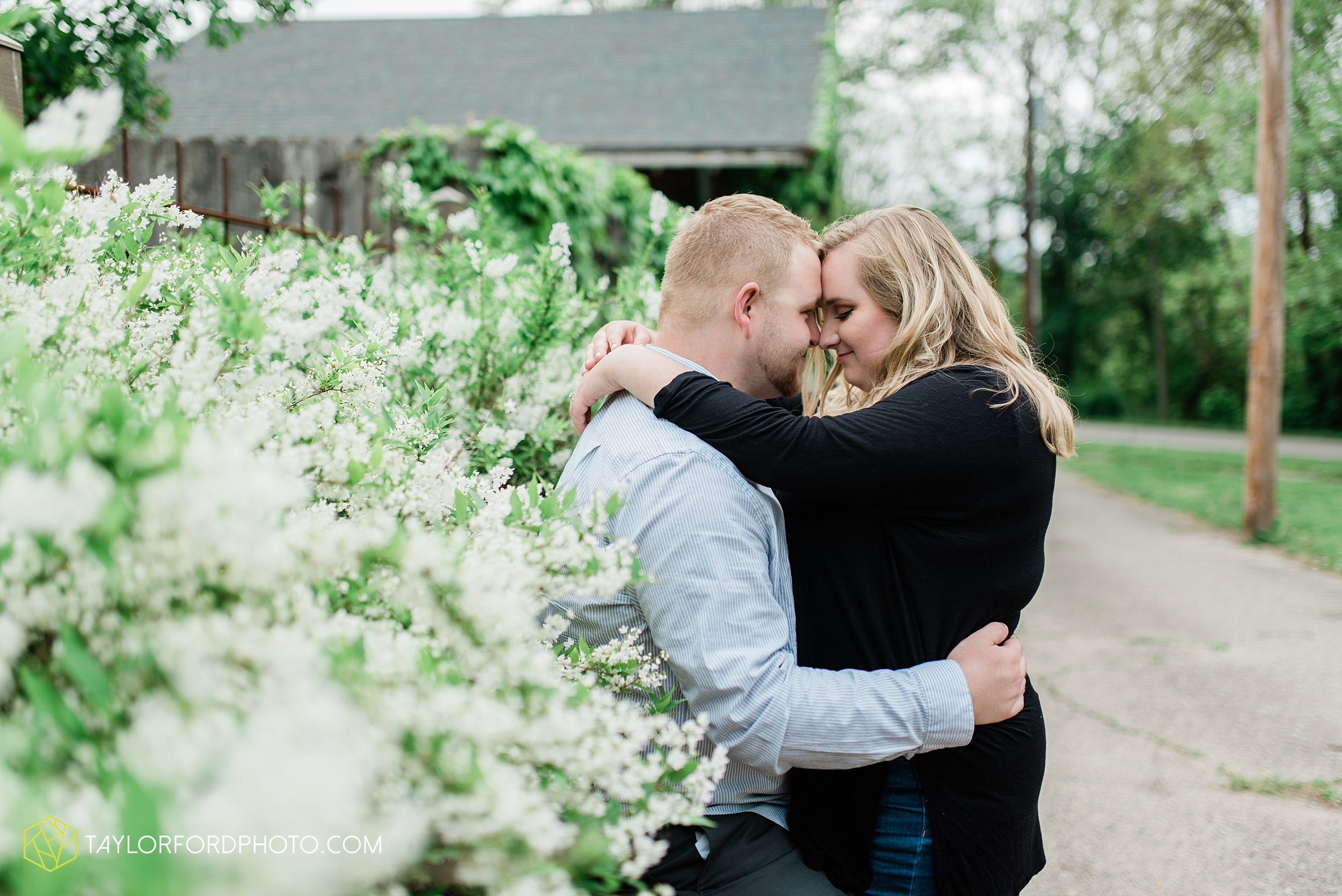 downtown-ipfw-fort-wayne-indiana-engagement-photographer-Taylor-Ford-Photography_7514.jpg