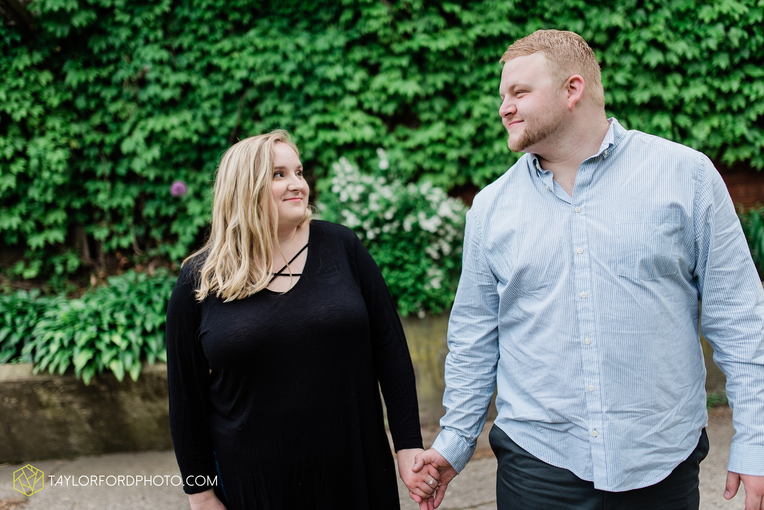downtown-ipfw-fort-wayne-indiana-engagement-photographer-Taylor-Ford-Photography_7515.jpg