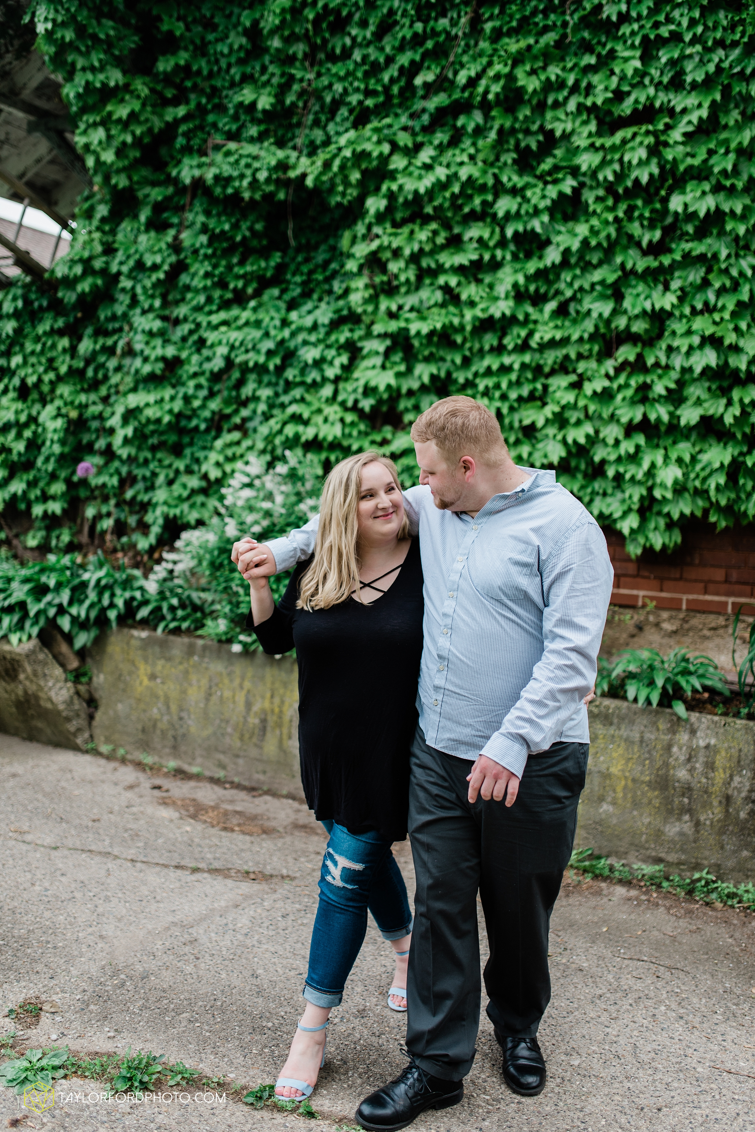 downtown-ipfw-fort-wayne-indiana-engagement-photographer-Taylor-Ford-Photography_7517.jpg