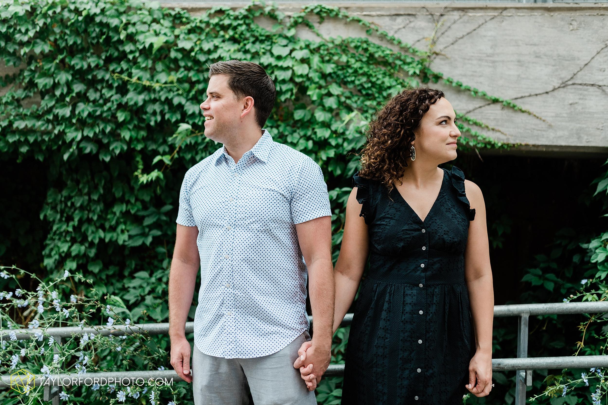 chicago-illinois-ipsento-606-high-line-wicker-park-bucktown-prosecutor-engagement-wedding-photographer-Taylor-Ford-Photography_8696.jpg