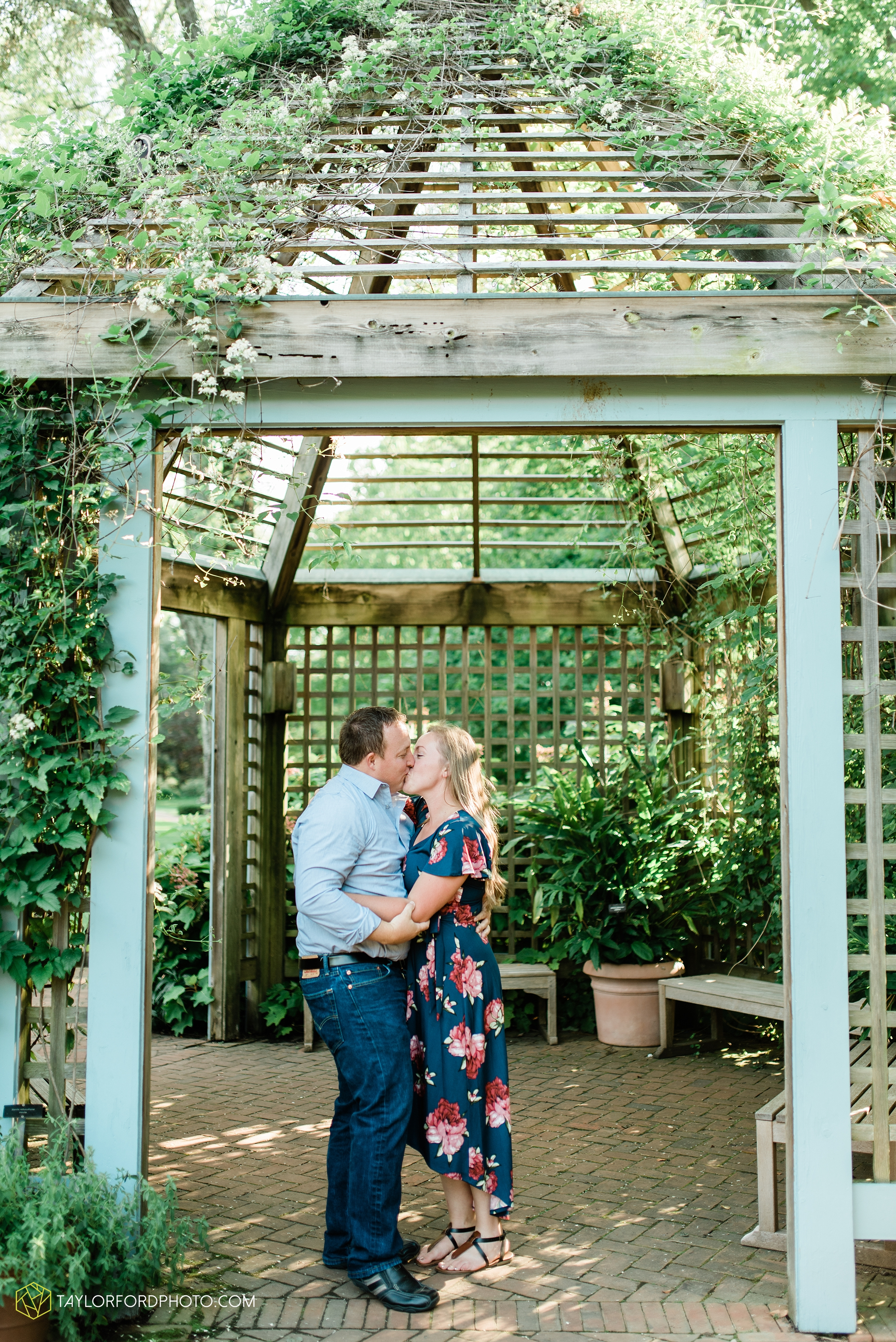 westerville-columbus-ohio-inniswood-metro-park-engagement-wedding-fourth-friday-photographer-Taylor-Ford-Photography_8759.jpg
