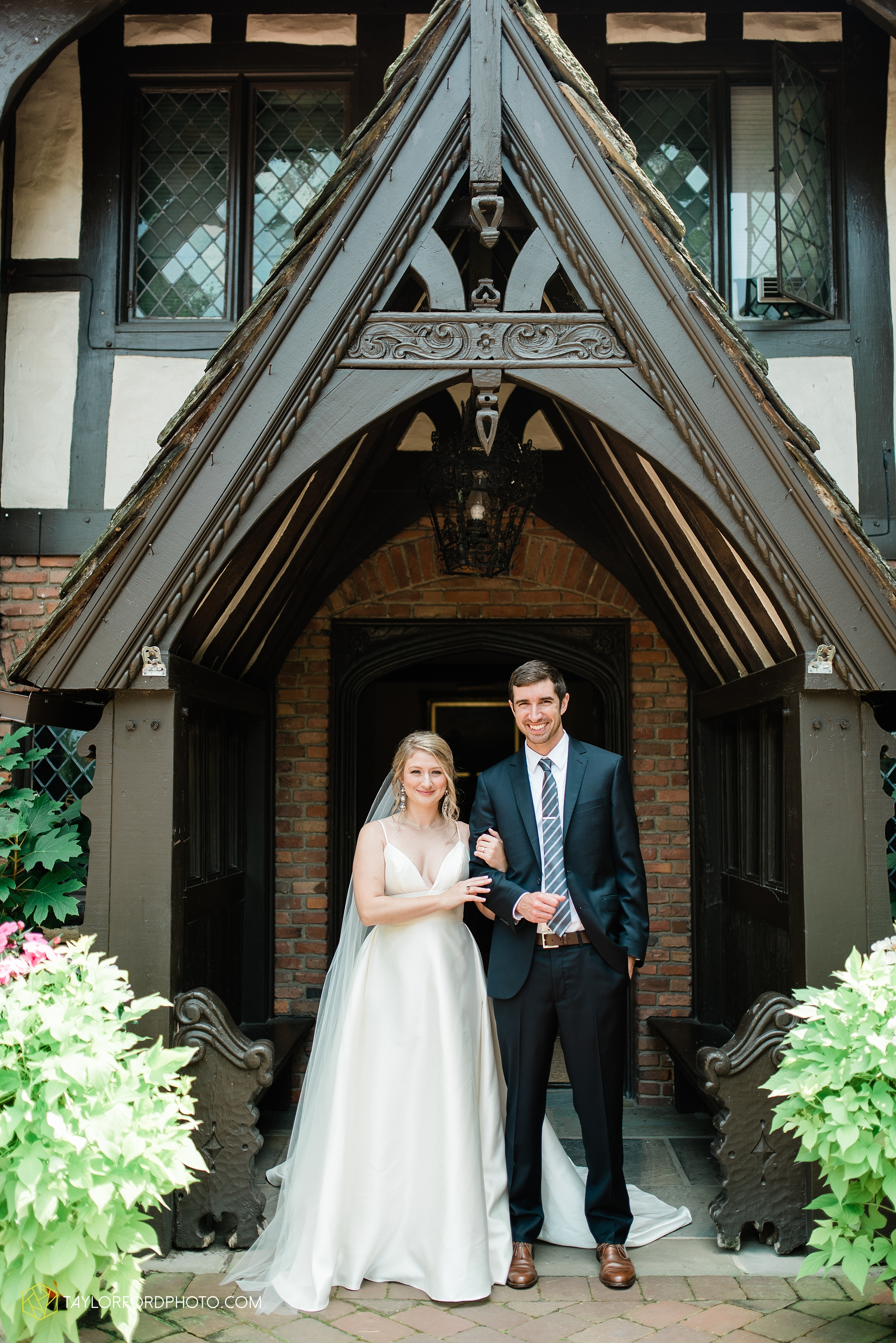 margot-may-evan-kohler-club-at-hillbrook-cleveland-chagrin-falls-outdoor-wedding-bhldn-gardenview-flowers-toledo-photographer-taylor-ford-photographer_9490.jpg