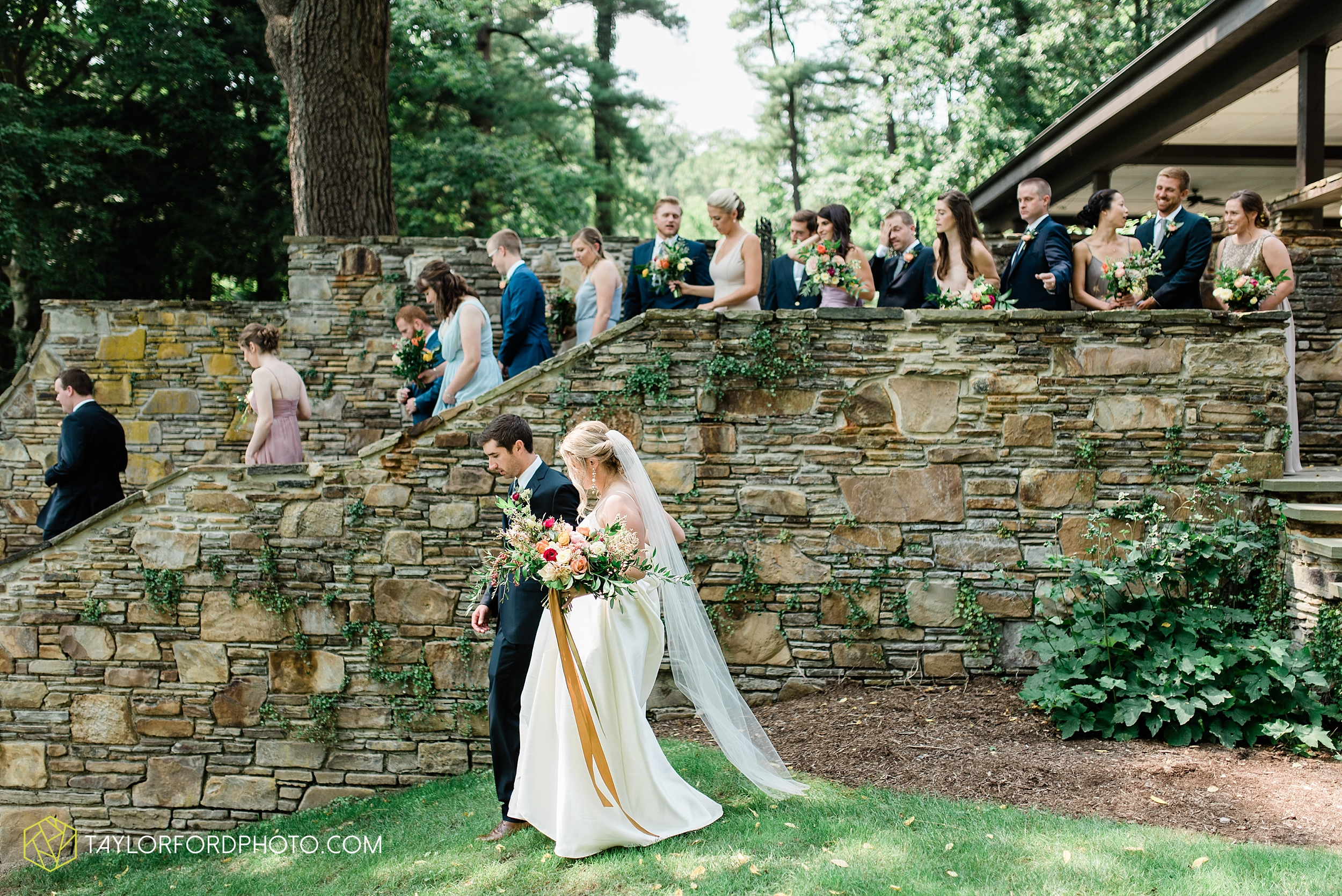 margot-may-evan-kohler-club-at-hillbrook-cleveland-chagrin-falls-outdoor-wedding-bhldn-gardenview-flowers-toledo-photographer-taylor-ford-photographer_9505.jpg