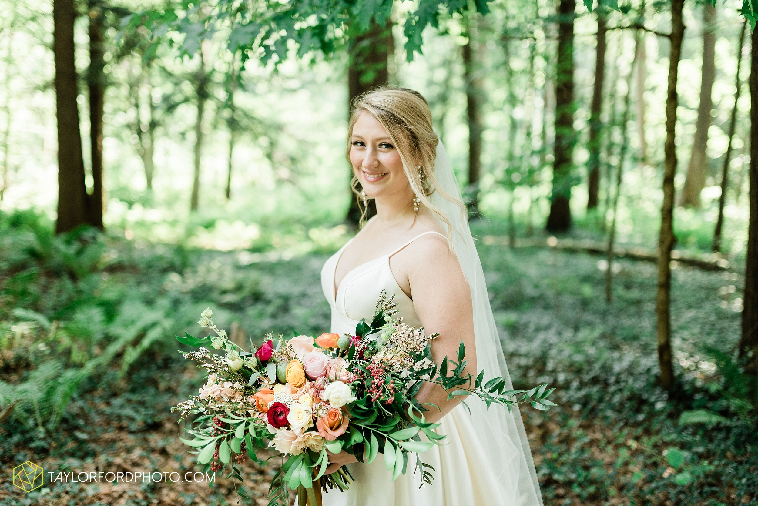 margot-may-evan-kohler-club-at-hillbrook-cleveland-chagrin-falls-outdoor-wedding-bhldn-gardenview-flowers-toledo-photographer-taylor-ford-photographer_9530.jpg