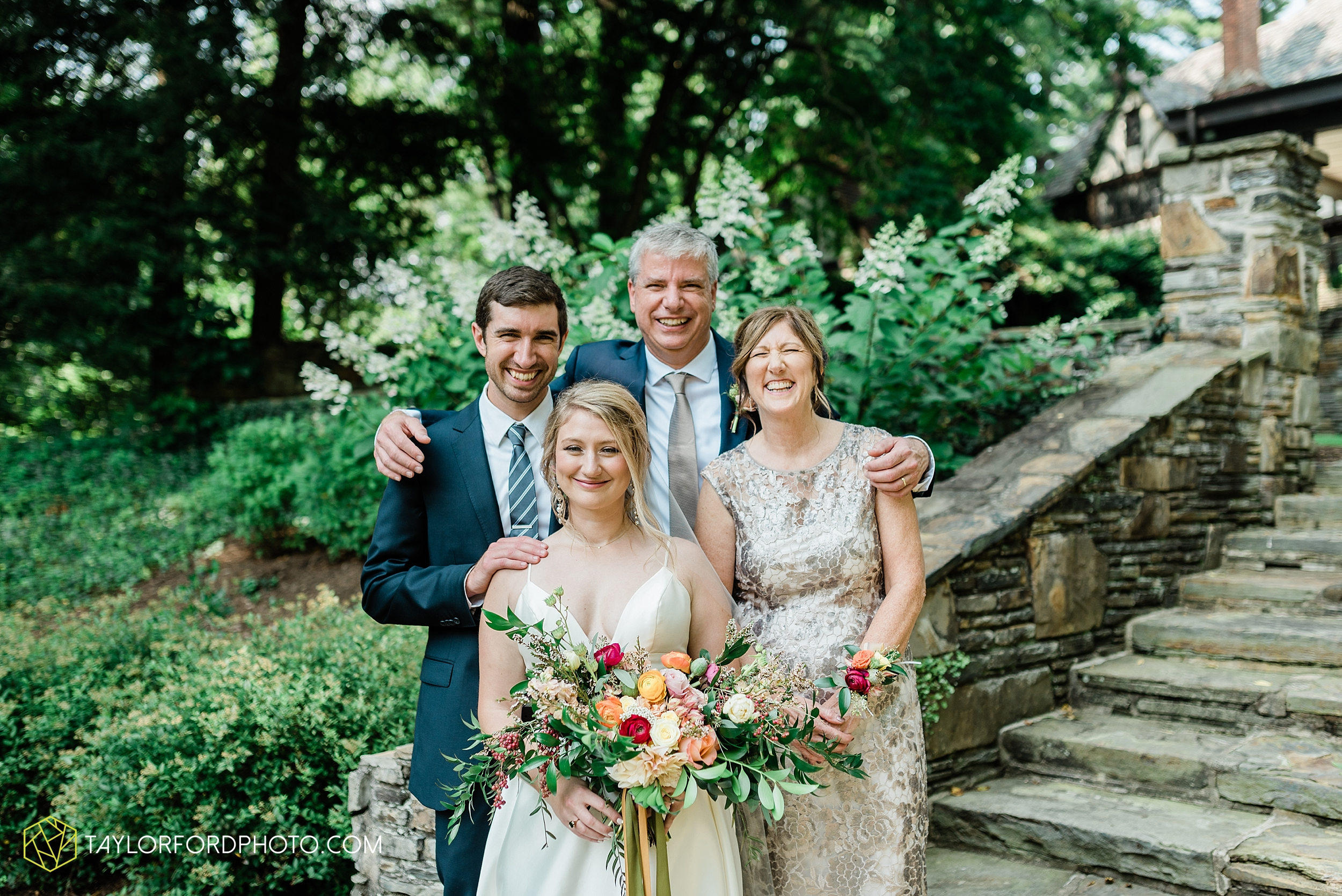 margot-may-evan-kohler-club-at-hillbrook-cleveland-chagrin-falls-outdoor-wedding-bhldn-gardenview-flowers-toledo-photographer-taylor-ford-photographer_9538.jpg