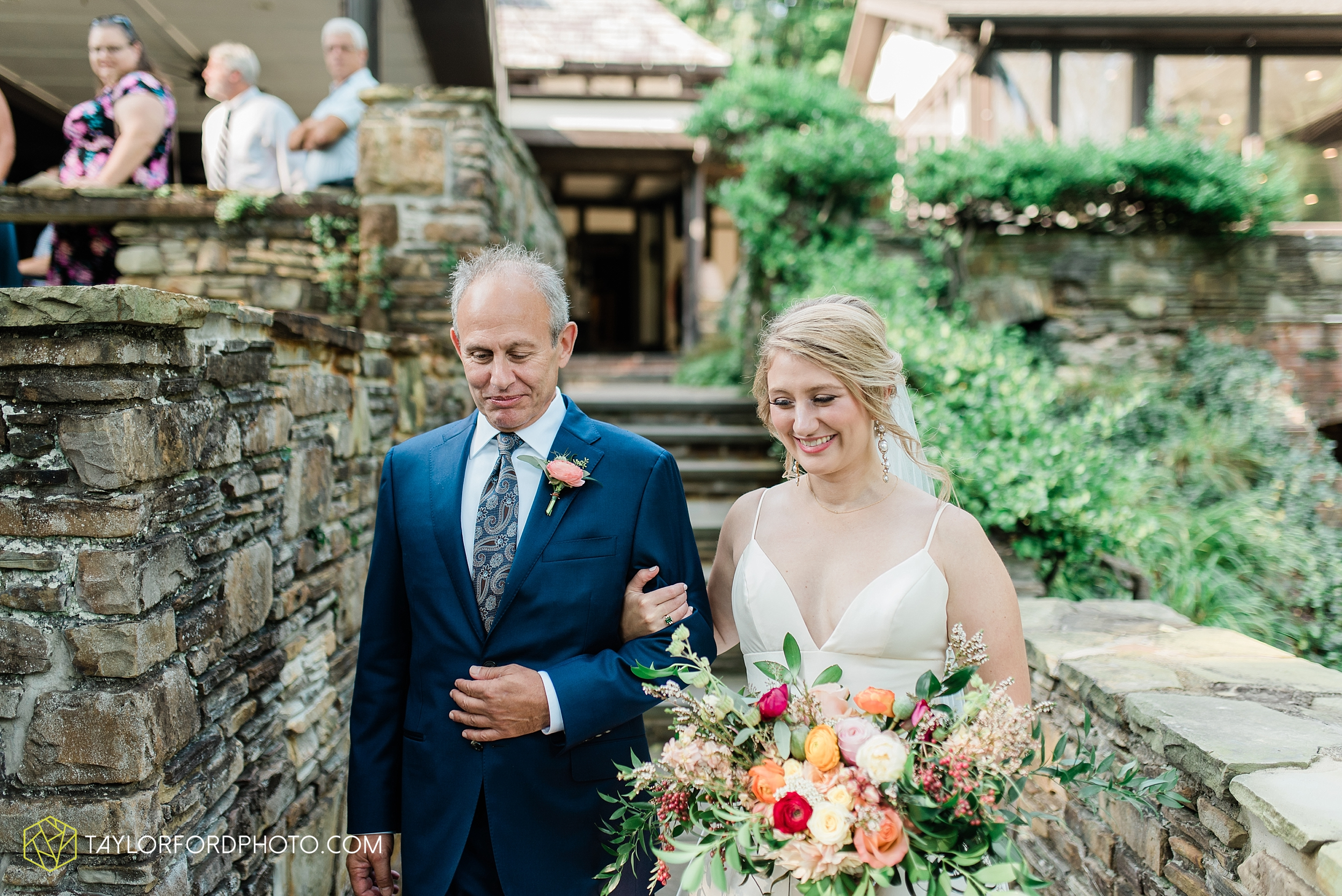 margot-may-evan-kohler-club-at-hillbrook-cleveland-chagrin-falls-outdoor-wedding-bhldn-gardenview-flowers-toledo-photographer-taylor-ford-photographer_9577.jpg