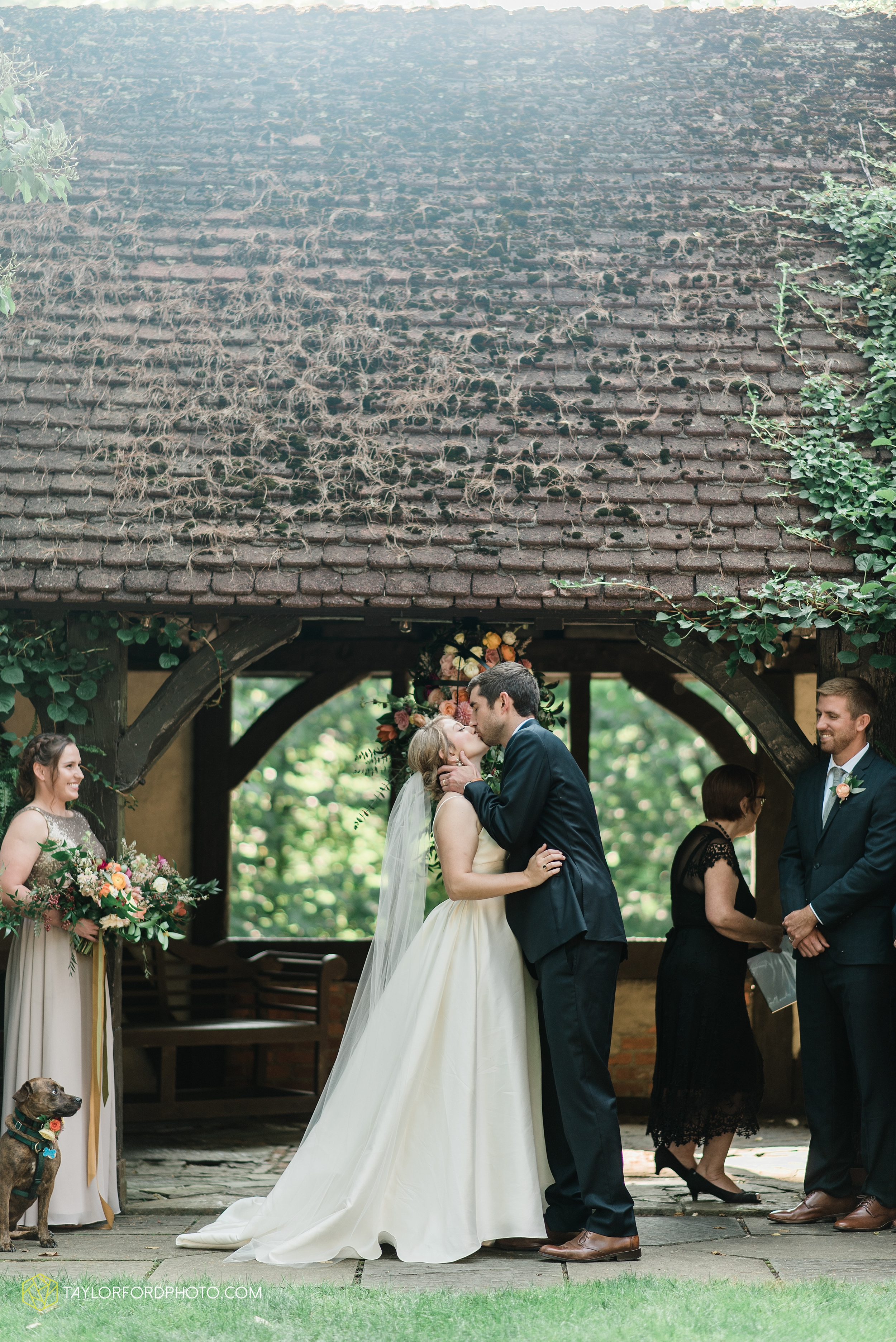 margot-may-evan-kohler-club-at-hillbrook-cleveland-chagrin-falls-outdoor-wedding-bhldn-gardenview-flowers-toledo-photographer-taylor-ford-photographer_9586.jpg