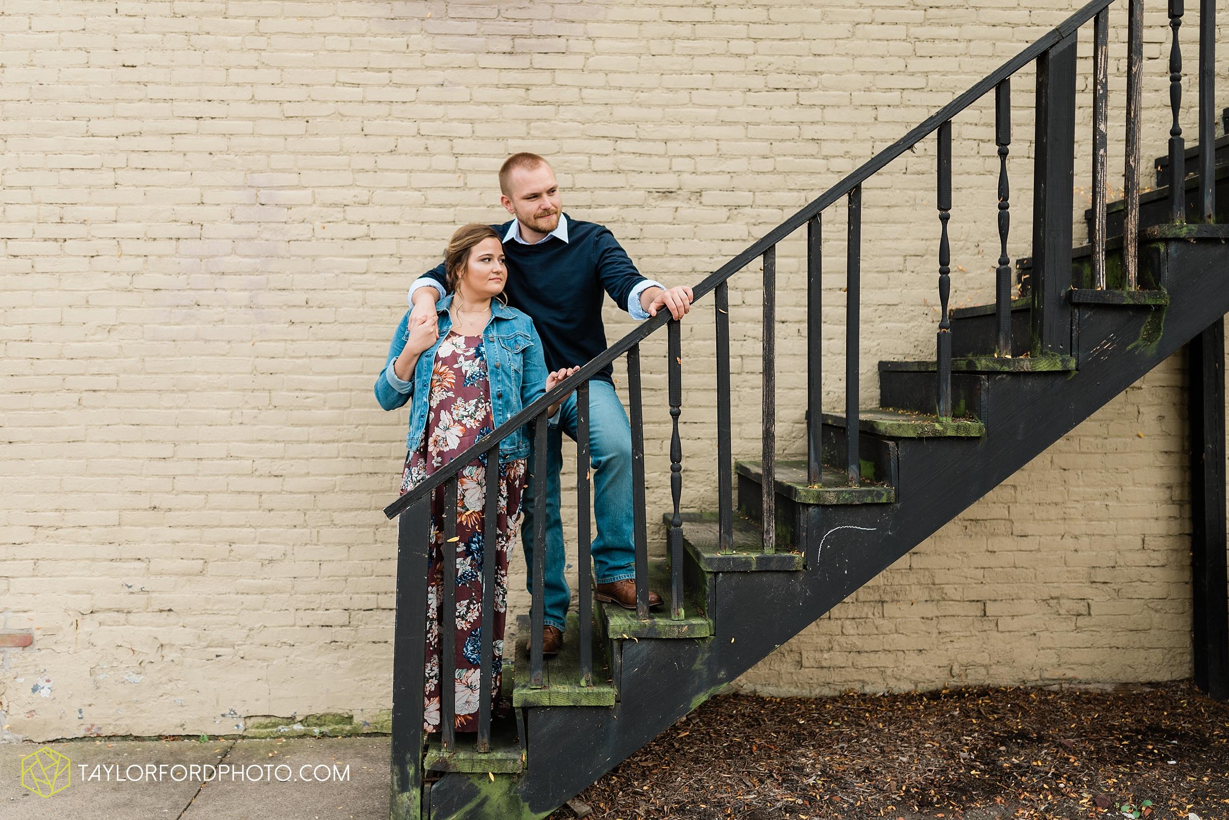 sidecut-metro-park-downtown-toledo-maumee-perrysburg-ohio-engagement-photographer-taylor-ford-photography_9747.jpg
