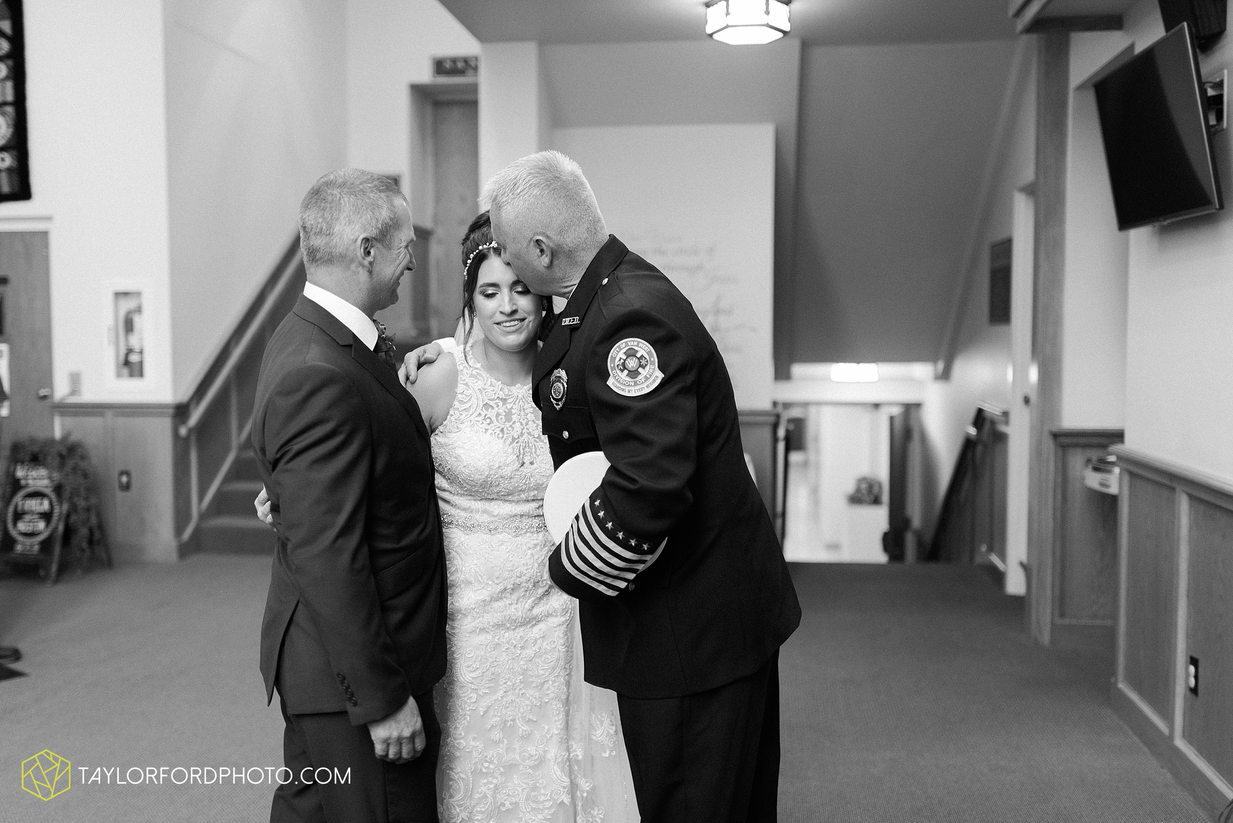 van-wert-ohio-first-united-methodist-church-county-dairy-barn-wedding-photographer-taylor-ford-photography_9823.jpg