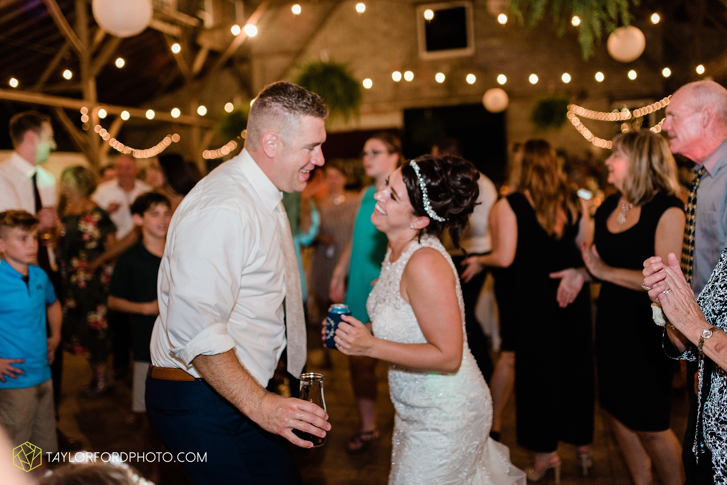 van-wert-ohio-first-united-methodist-church-county-dairy-barn-wedding-photographer-taylor-ford-photography_9889.jpg