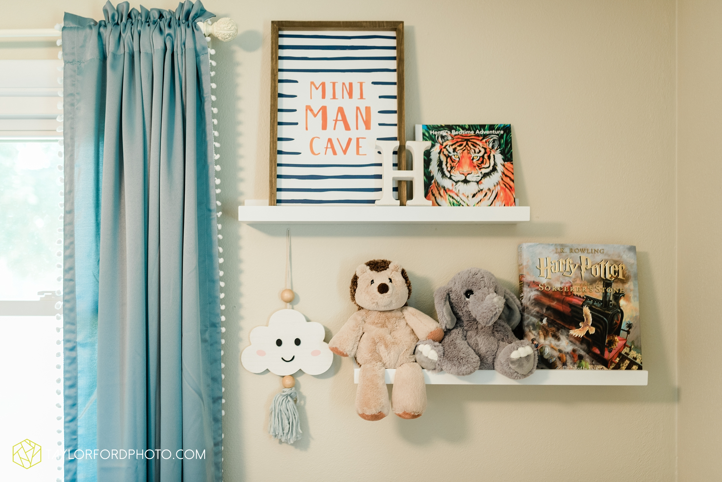 indoor-at-home-nursery-marshall-michigan-family-newborn-photographer-taylor-ford-photography_9975.jpg