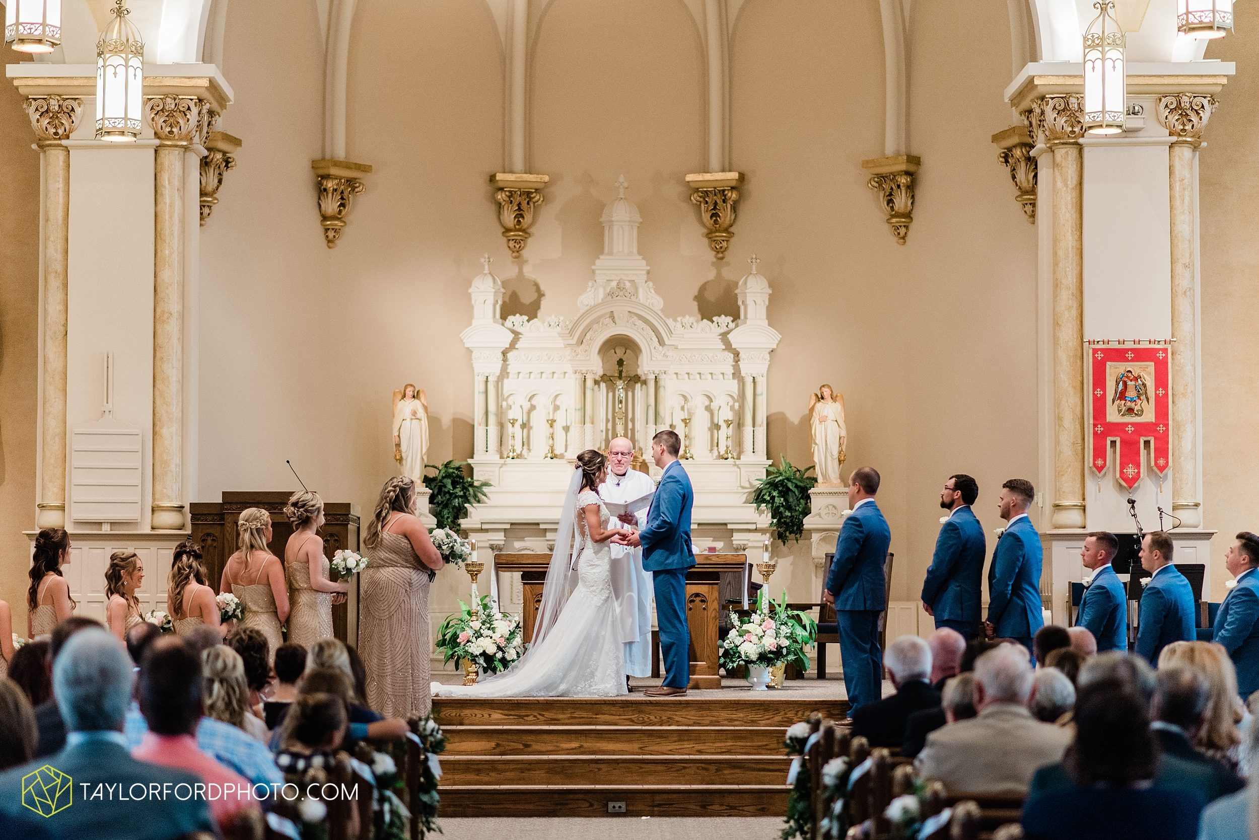 kacee-haden-sholl-second-story-saint-marys-knights-of-columbus-defiance-ohio-wedding-photographer-taylor-ford-photography_0153.jpg