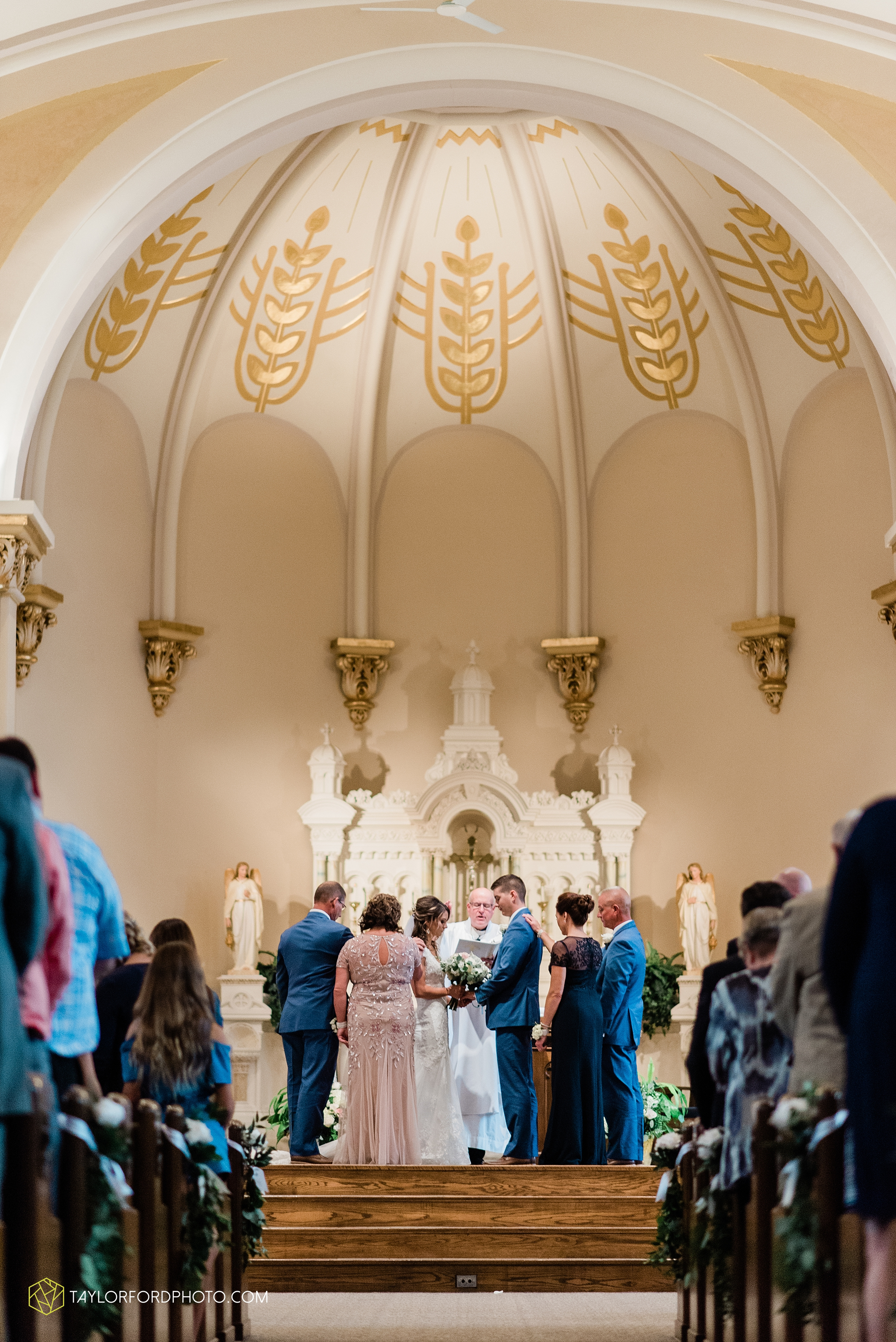 kacee-haden-sholl-second-story-saint-marys-knights-of-columbus-defiance-ohio-wedding-photographer-taylor-ford-photography_0155.jpg