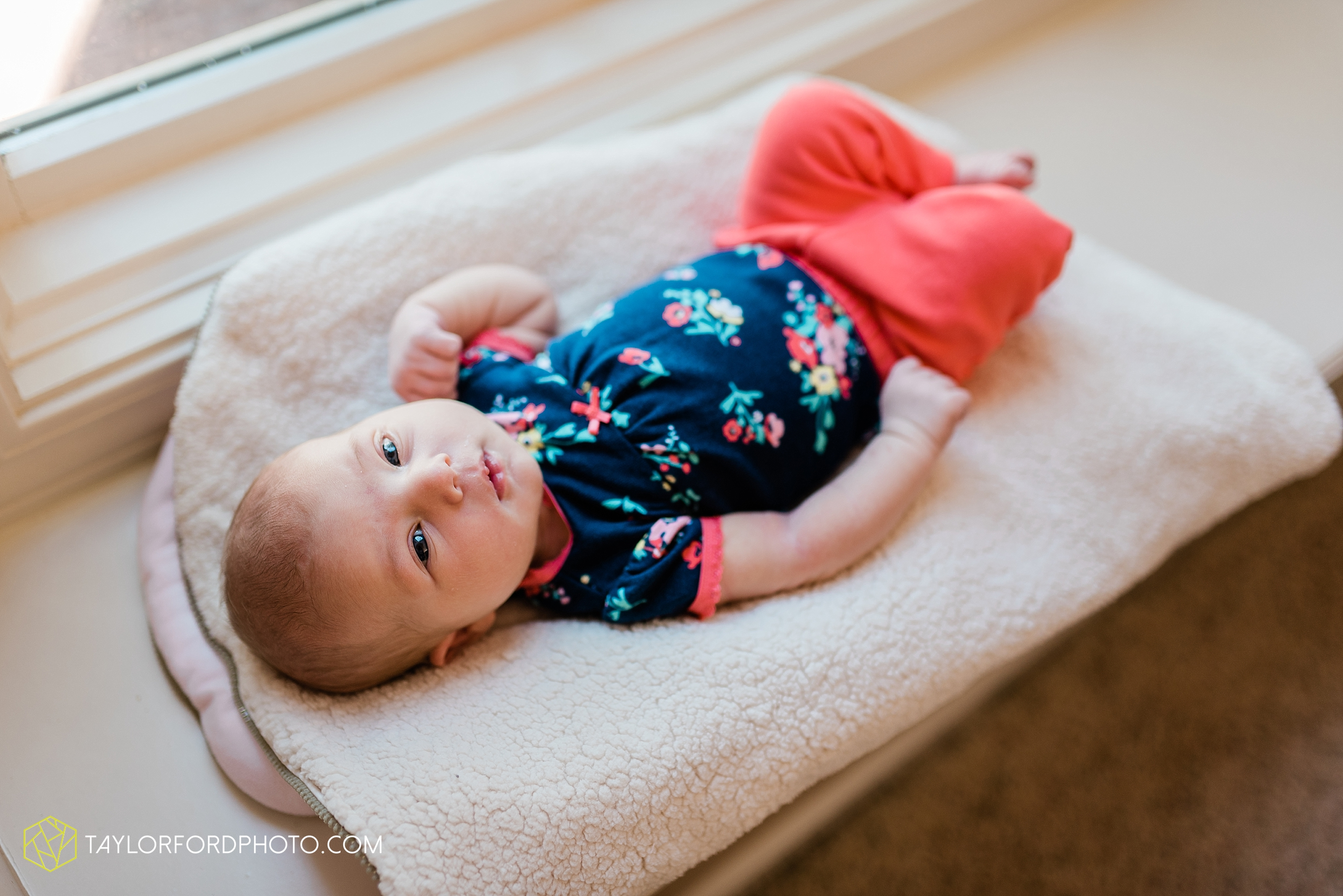 fort-wayne-indiand-newborn-lifestyle-family-at-home-photographer-taylor-ford-photography_0313.jpg