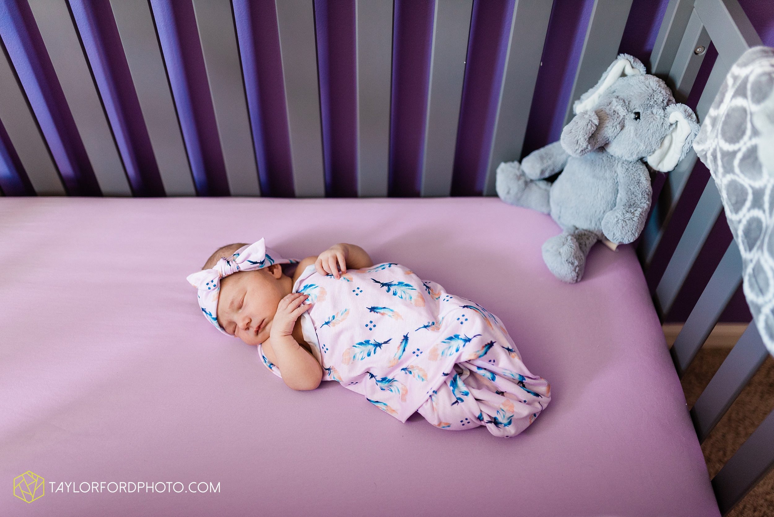 fort-wayne-indiand-newborn-lifestyle-family-at-home-photographer-taylor-ford-photography_0329.jpg