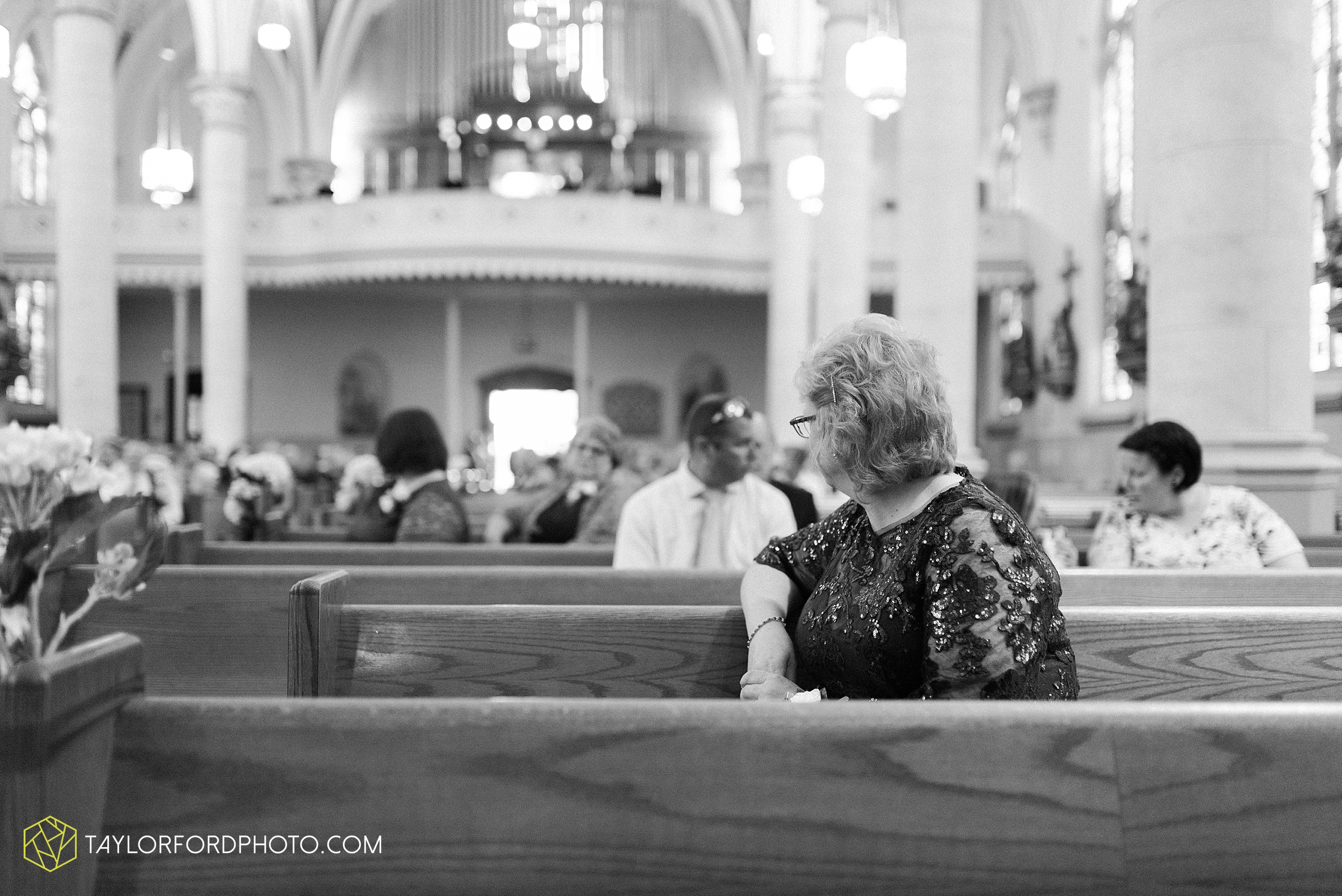 gayle-rayman-mike-steele-ottoville-ohio-wedding-immaculate-conception-parish-center-wedding-sycamore-lake-winery-wannamachers-photographer-taylor-ford-photography_0389.jpg