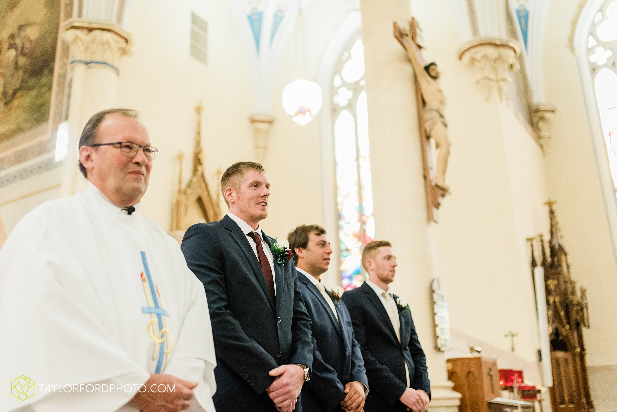 gayle-rayman-mike-steele-ottoville-ohio-wedding-immaculate-conception-parish-center-wedding-sycamore-lake-winery-wannamachers-photographer-taylor-ford-photography_0390.jpg