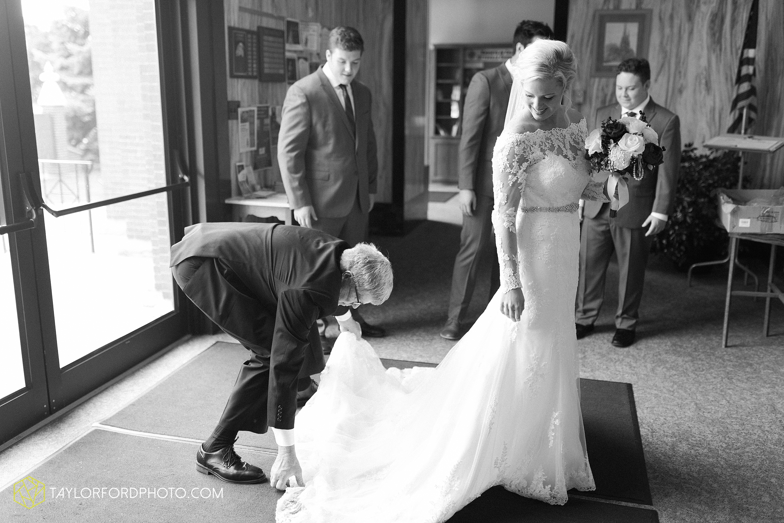 gayle-rayman-mike-steele-ottoville-ohio-wedding-immaculate-conception-parish-center-wedding-sycamore-lake-winery-wannamachers-photographer-taylor-ford-photography_0393.jpg