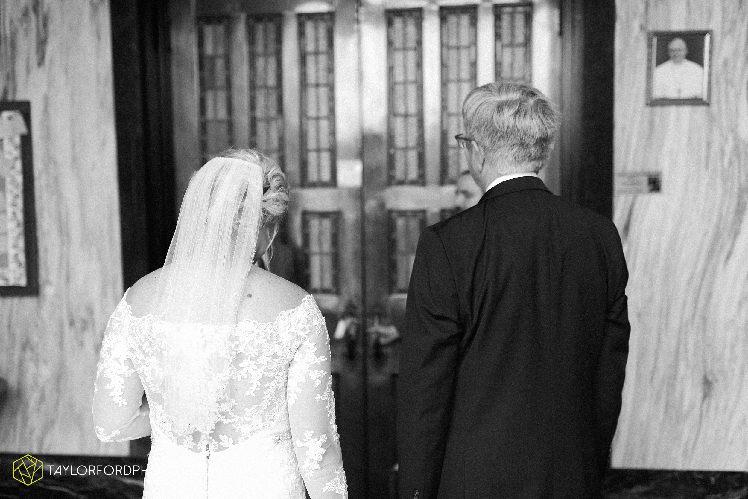 gayle-rayman-mike-steele-ottoville-ohio-wedding-immaculate-conception-parish-center-wedding-sycamore-lake-winery-wannamachers-photographer-taylor-ford-photography_0394.jpg